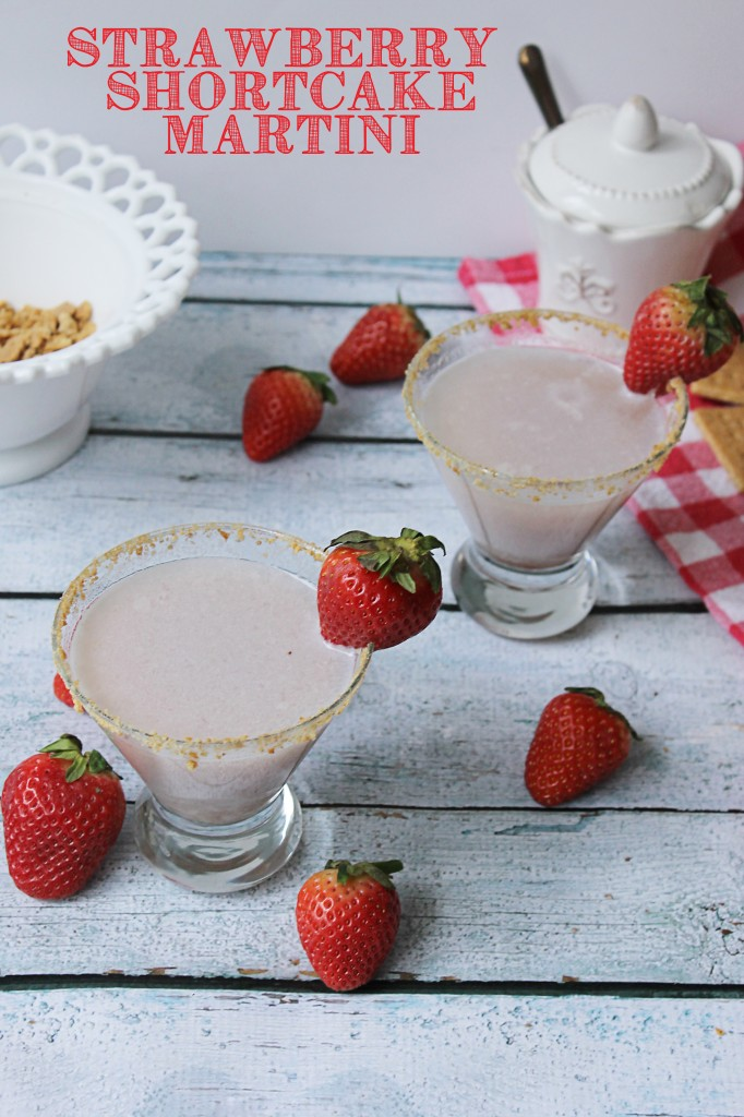 I can't wait to try this strawberry shortcake martini recipe, it's perfect for valentine's day or easter brunch! #sweetnlowstars #ad