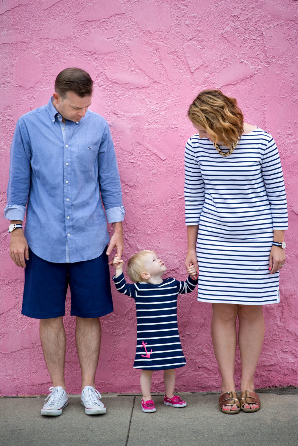 Wondering what to wear in family photos? This nautical family photo session is filled with navy stripes and pink accents.....perfect for a fun family photo shoot!