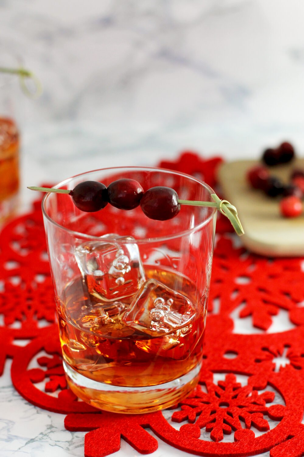 Looking for a classic cocktail recipe that's perfect for the holidays? Try this cranberry apple old fashioned recipe!