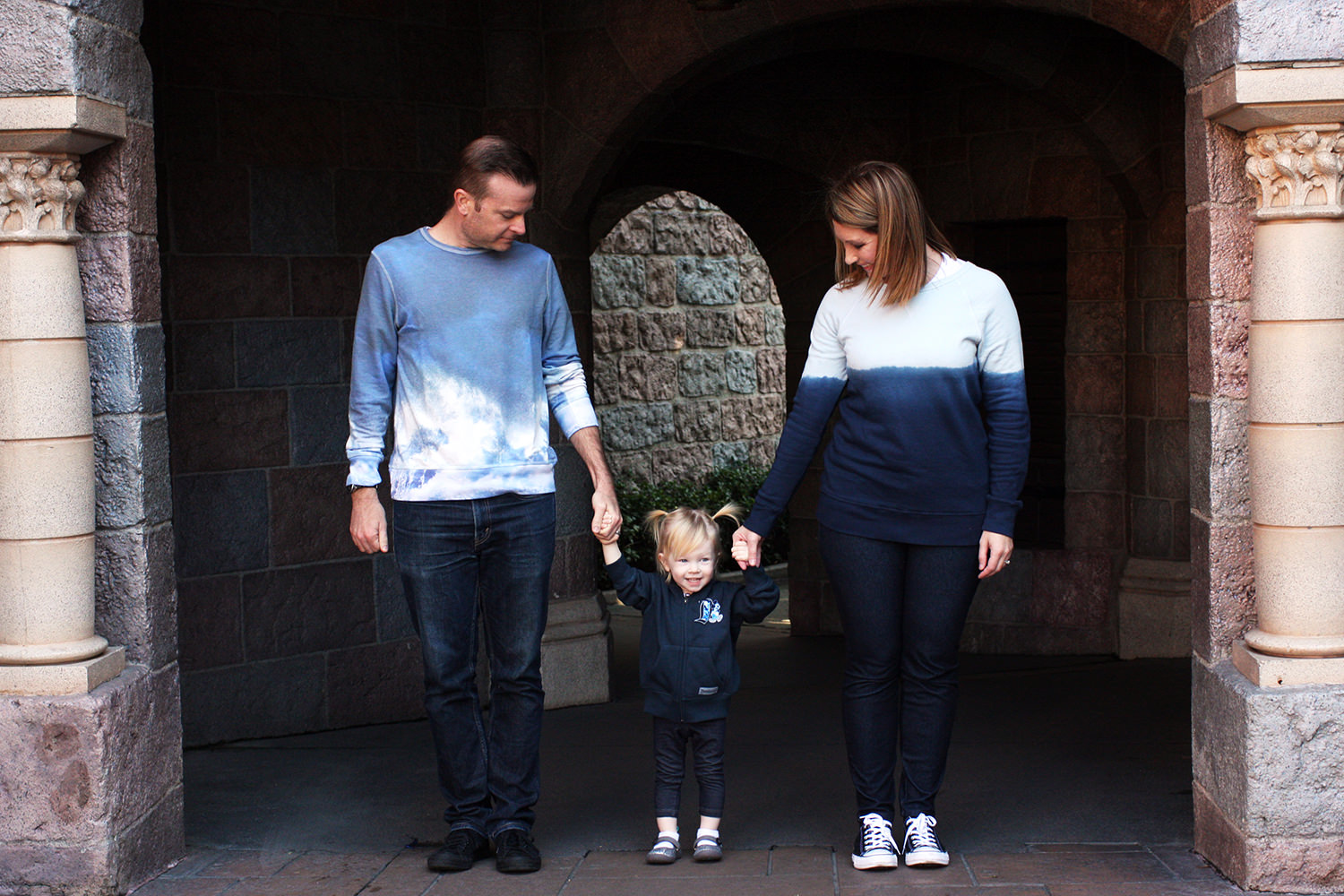 What to Wear in Family Pictures: Disneyland