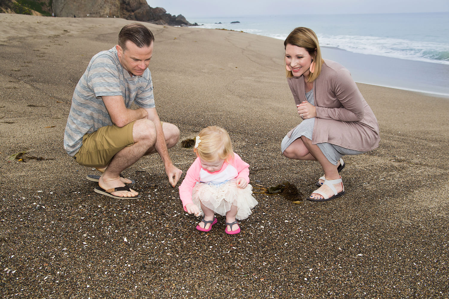 what-to-wear-in-family-photos-beach