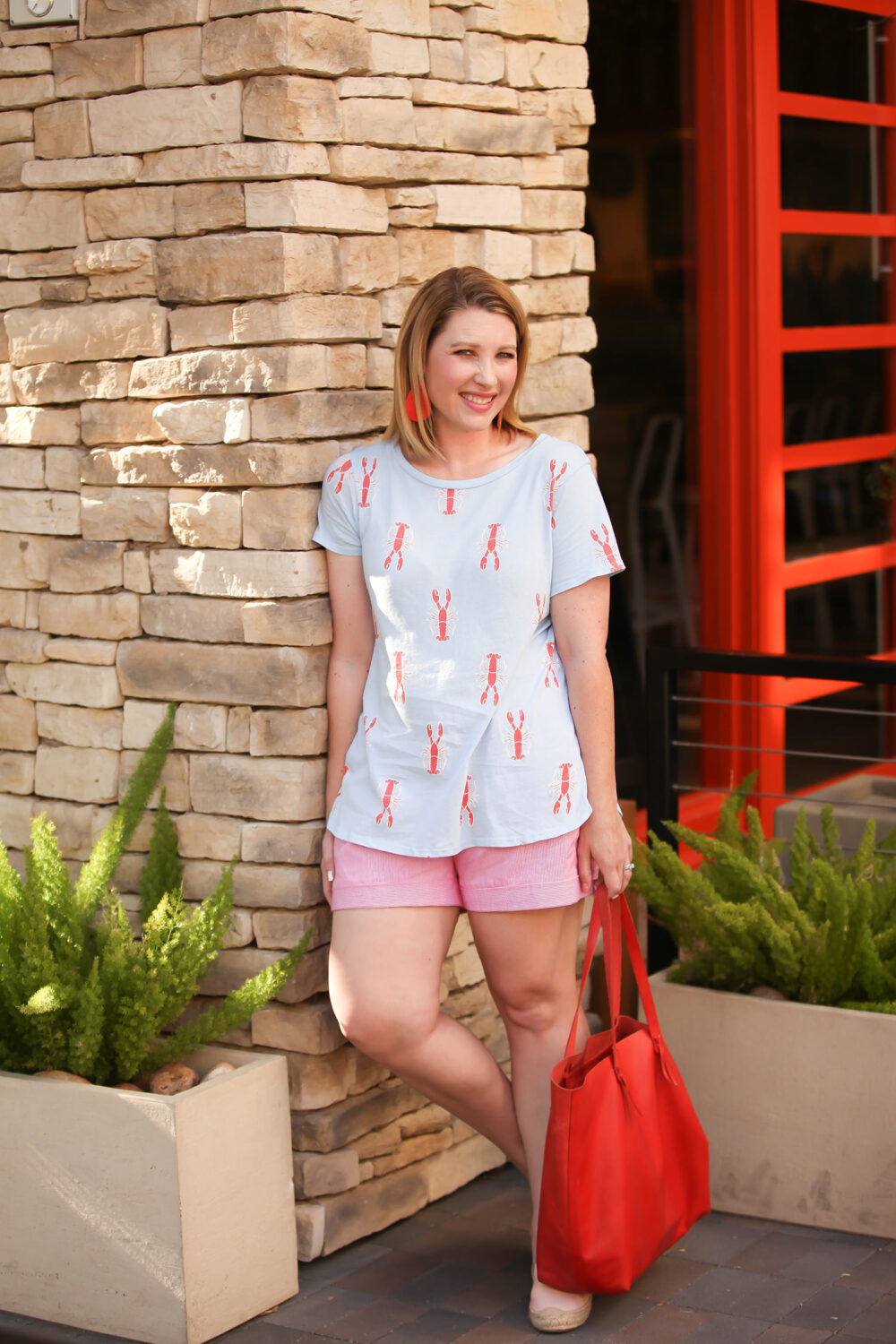 Looking for simple summer outfit pieces without hassle? These seersucker shorts are from Stitch Fix, and they're perfect for warm weather days!