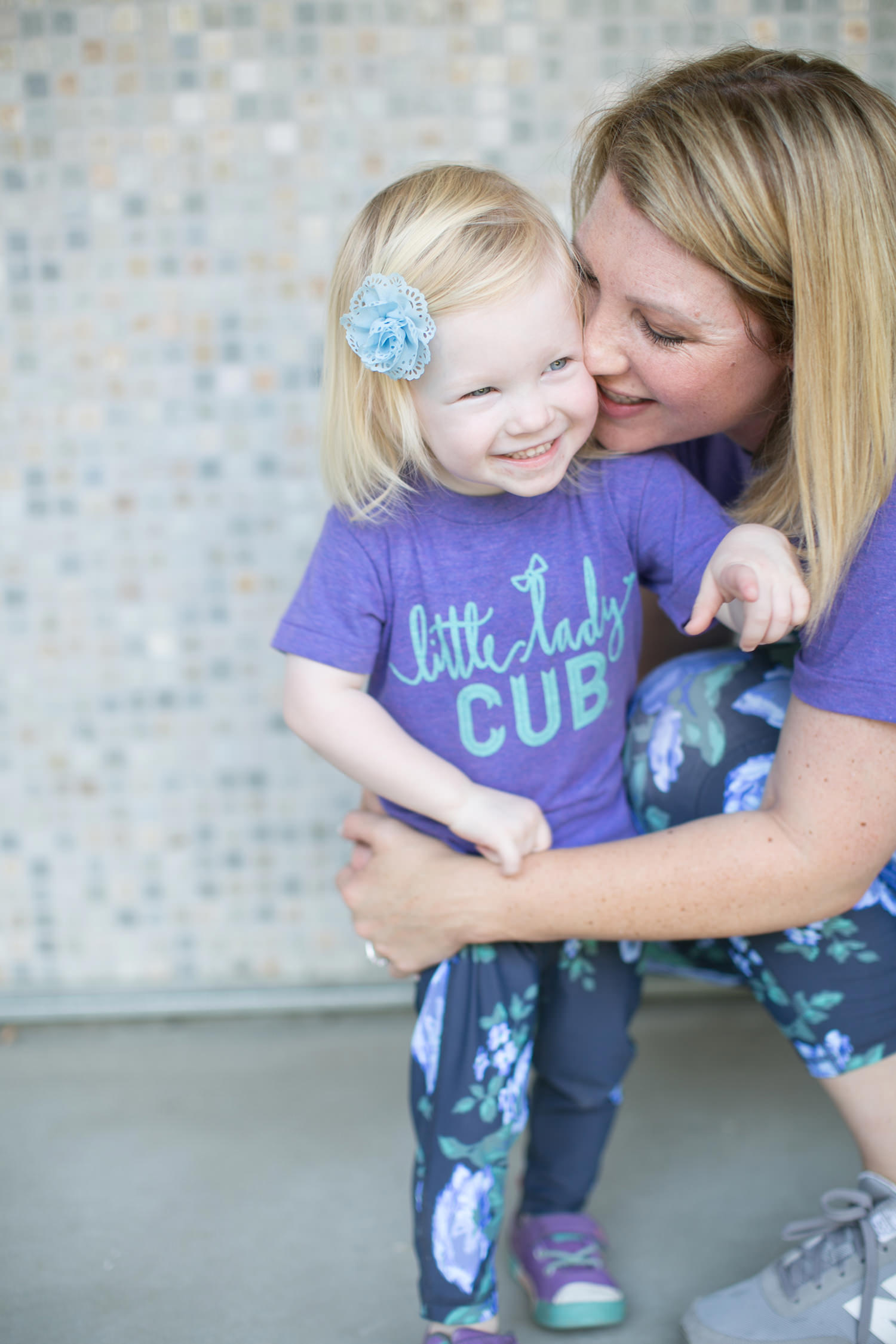 How cute is this little lady cub tee? It's the perfect mom outfit piece!