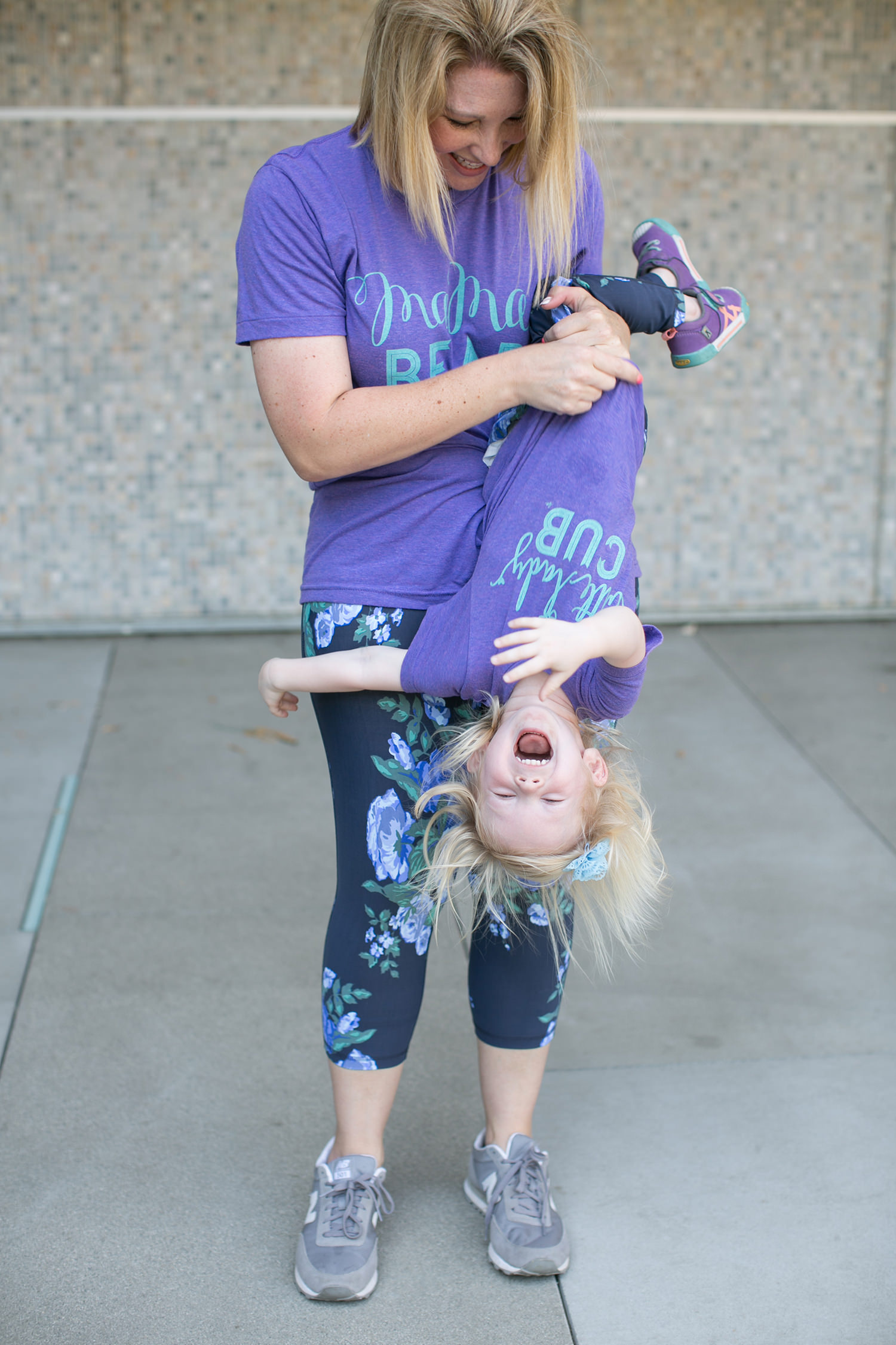 How cute is this mama bear tee? It's the perfect mom outfit piece!