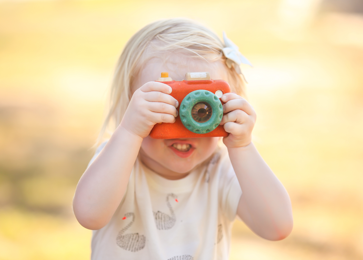 Do you have a list of pictures to take of your kids? We're sharing 10 must take photos, that you should be taking each and every year!