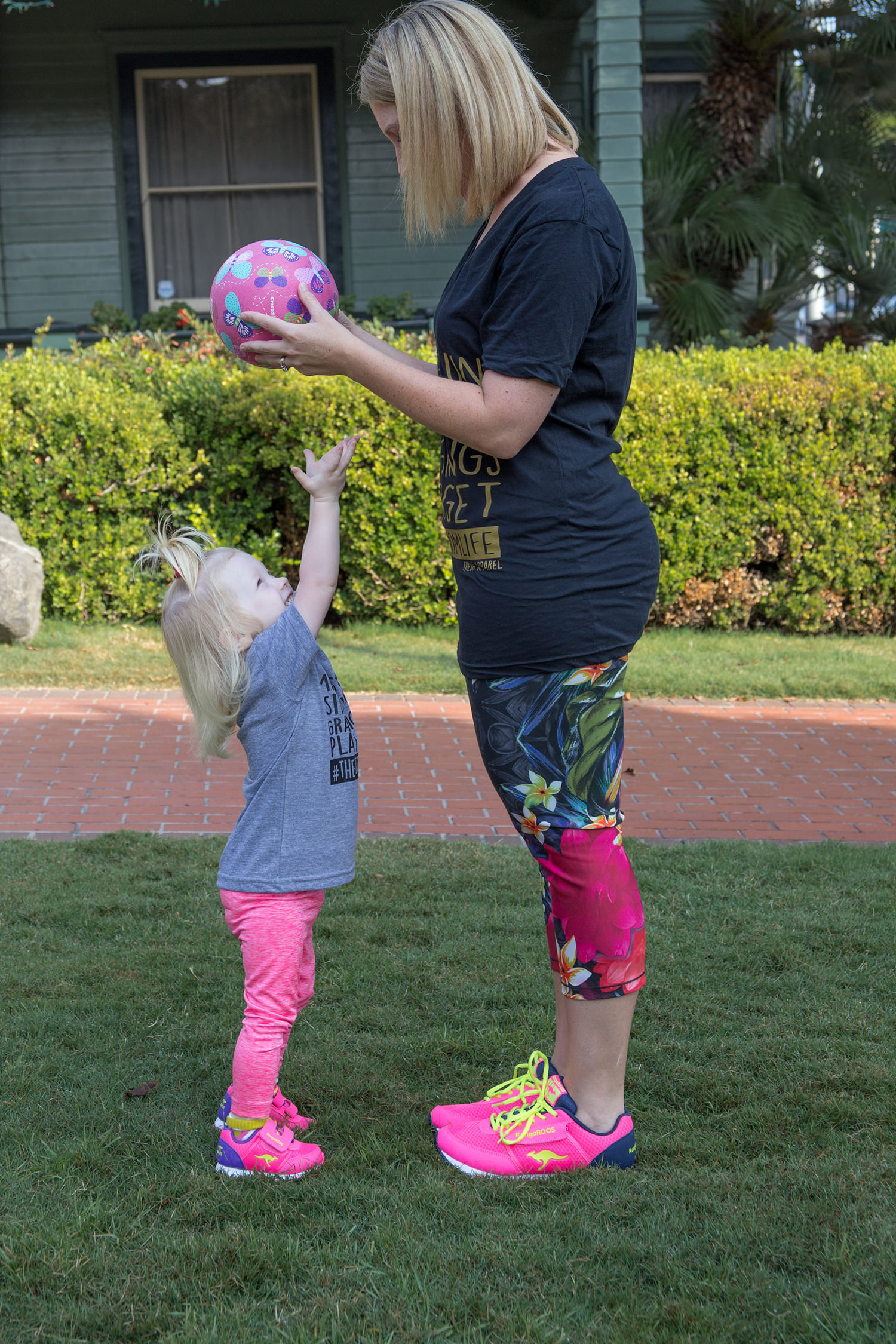 How cute is this athletic mommy and me outfit? I love the bright pink sneakers!