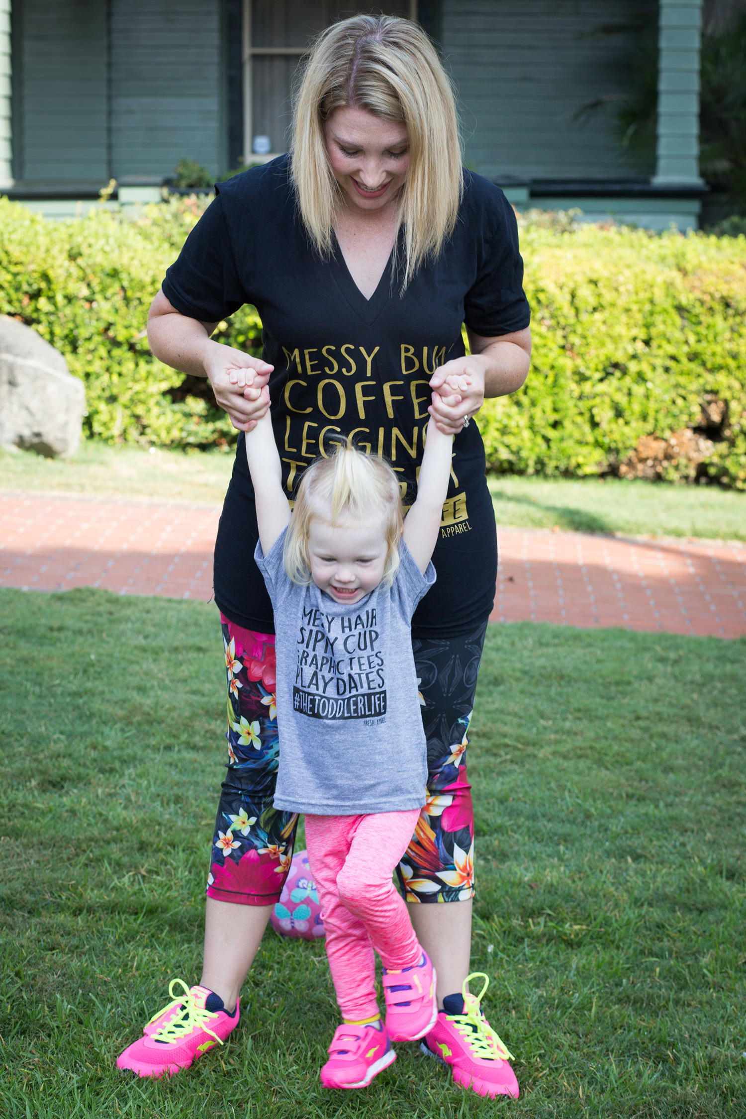 Graphic tees and matching pink sneakers, best mom outfit ever!
