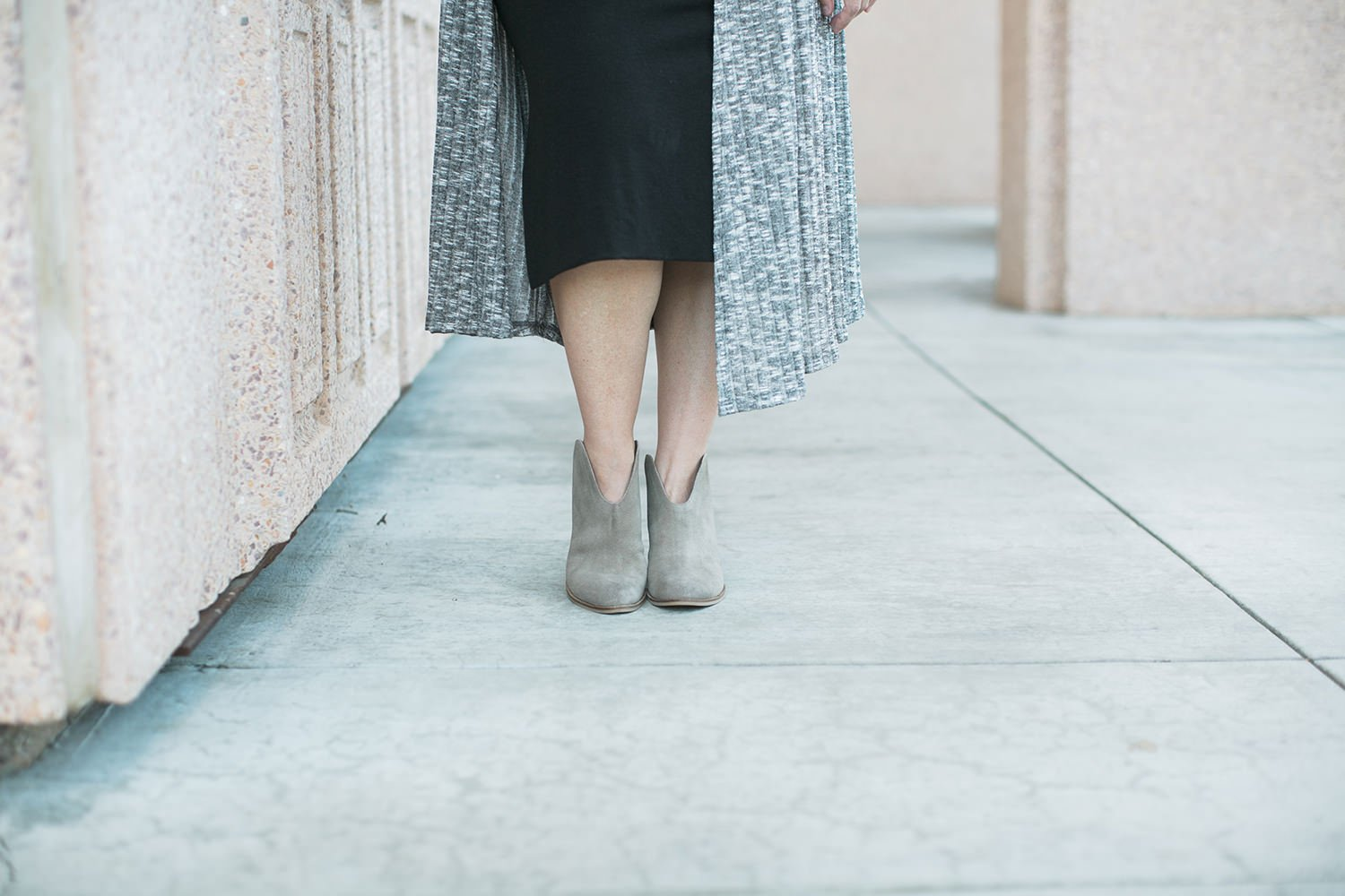 Looking for great fall outfit inspiration? This post on how to wear booties is the perfect place to start (and that Lula Roe Sarah is ADORABLE!)
