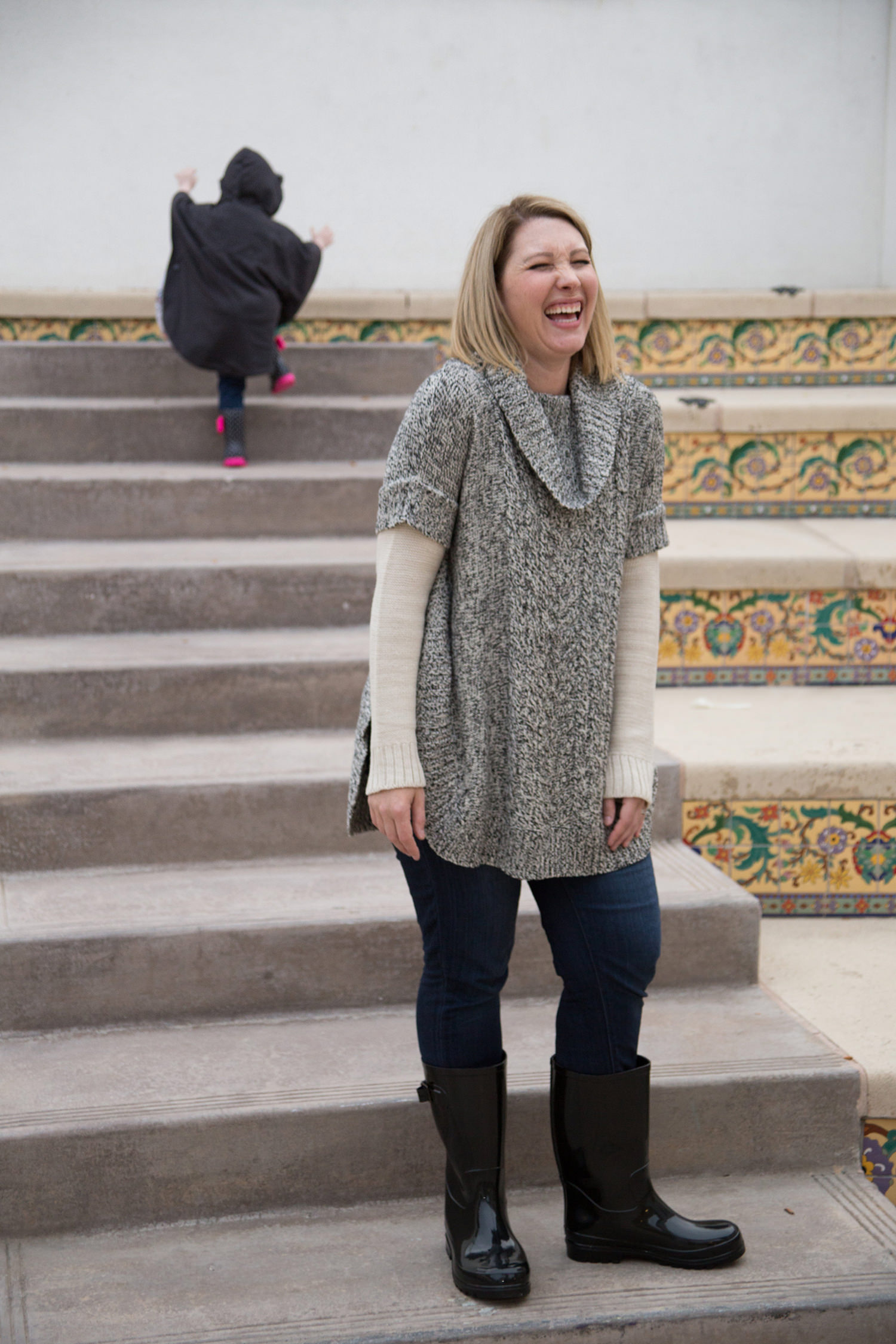 Looking for a great grey sweater? Lifestyle blogger Lipgloss & Crayons shares her favorite from Stitch Fix and why she loves this clothing subscription box!