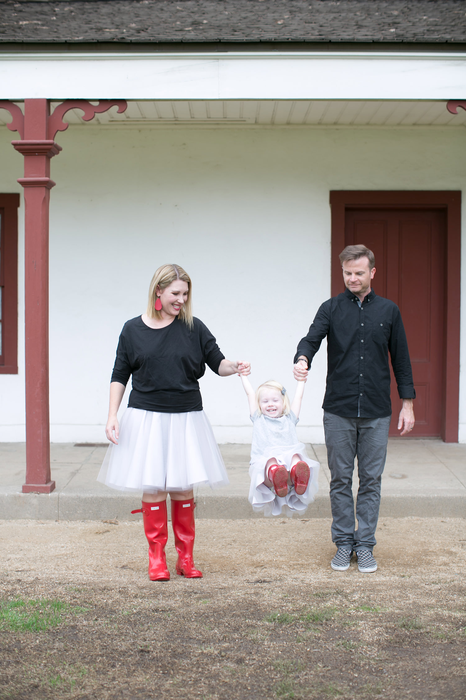Family Photo Ideas like these make picking your family picture outfits easier than ever!  Check out our tips for how to look your best!