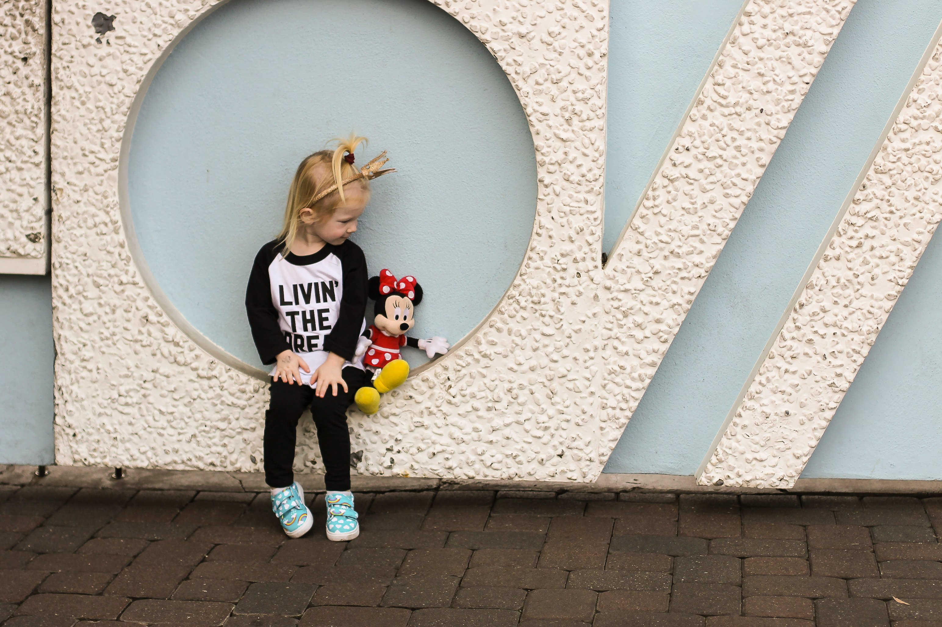 Visiting Disneyland or Disney World in the near future? We are sharing 15 Acts of Kindness that you can do as a family while visiting the parks (Walt would approve)!