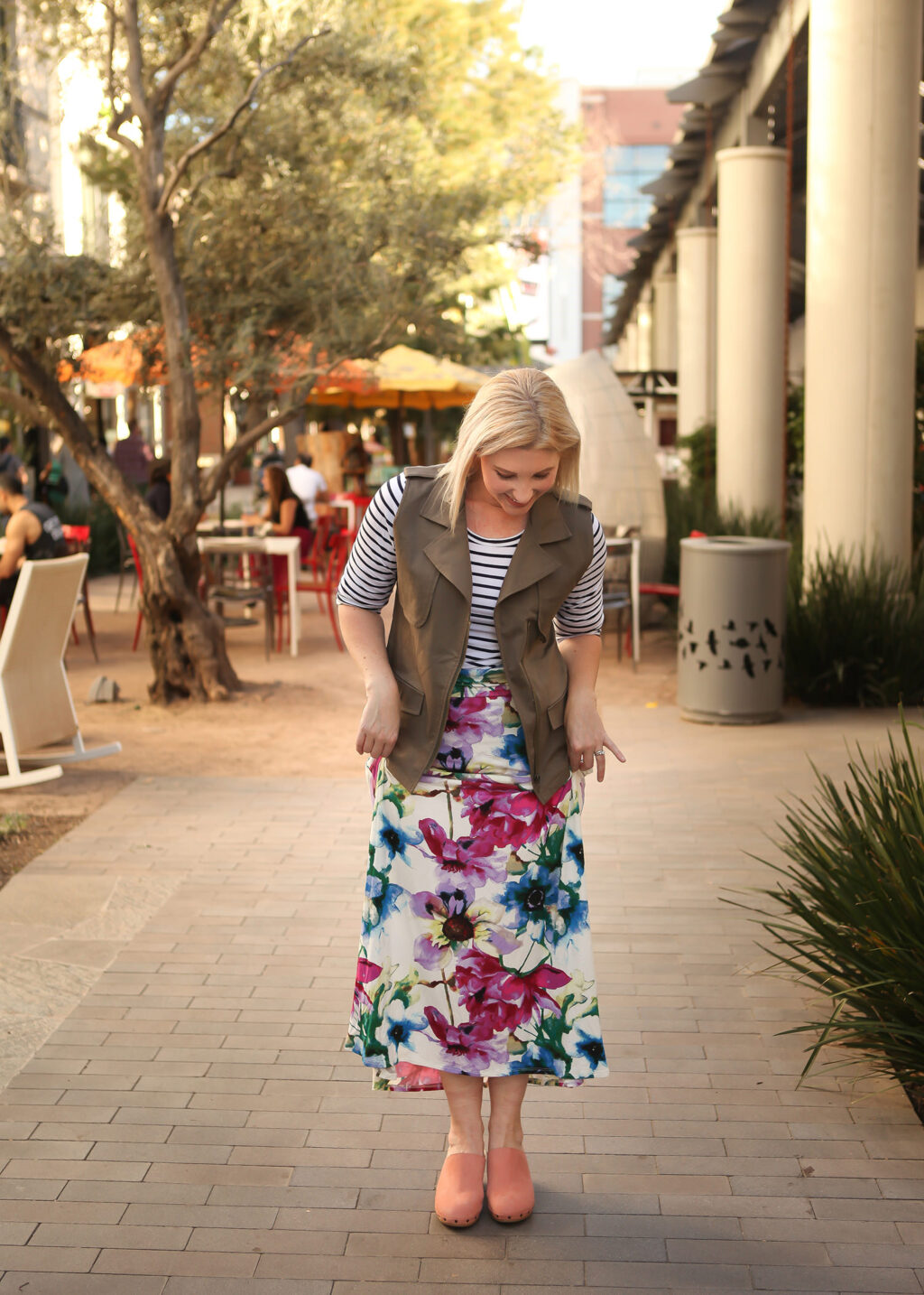 5 Maxi Skirt Outfit Ideas You'll Want to Steal by fashion blogger Carly from Lipgloss and Crayons