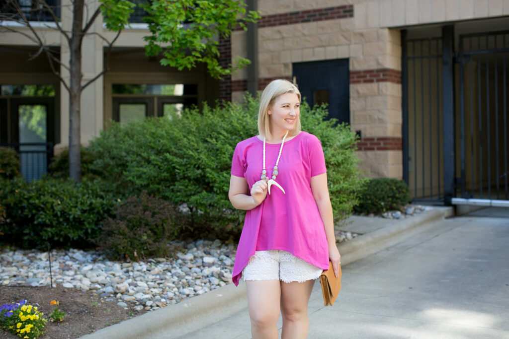 Let's talk summer style with lifestyle blogger Carly of Lipgloss & Crayons. We're sharing summer staples that flatter a pear shaped body.......these will seriously change your LIFE!
