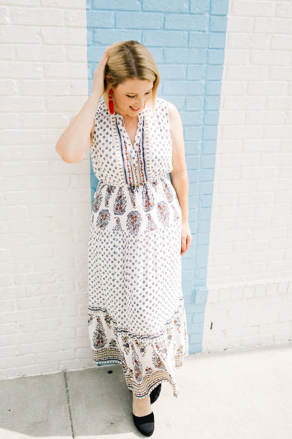 Looking for a versatile fall maxi dress? This one will go from summer to fall perfectly.....with just a few layers!