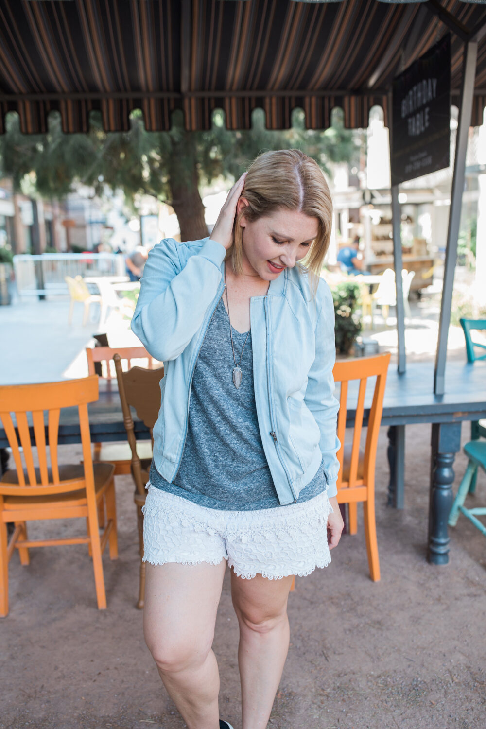 fall outfit idea: fall shorts, and how to style them for a pear shape body