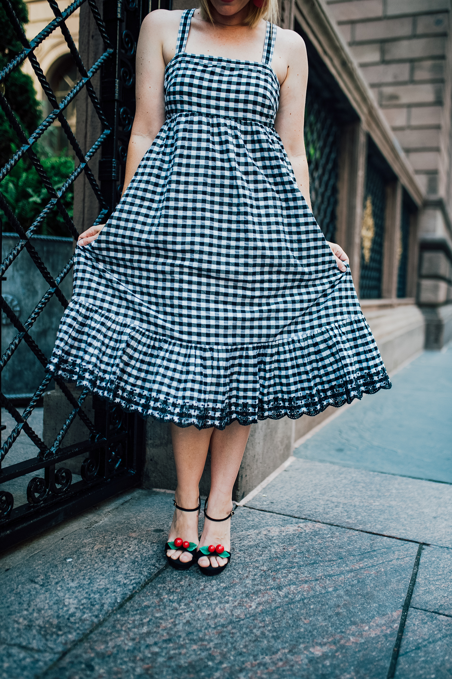 Are you obsessed with gingham? This gingham dress is super flattering and totally on trend!