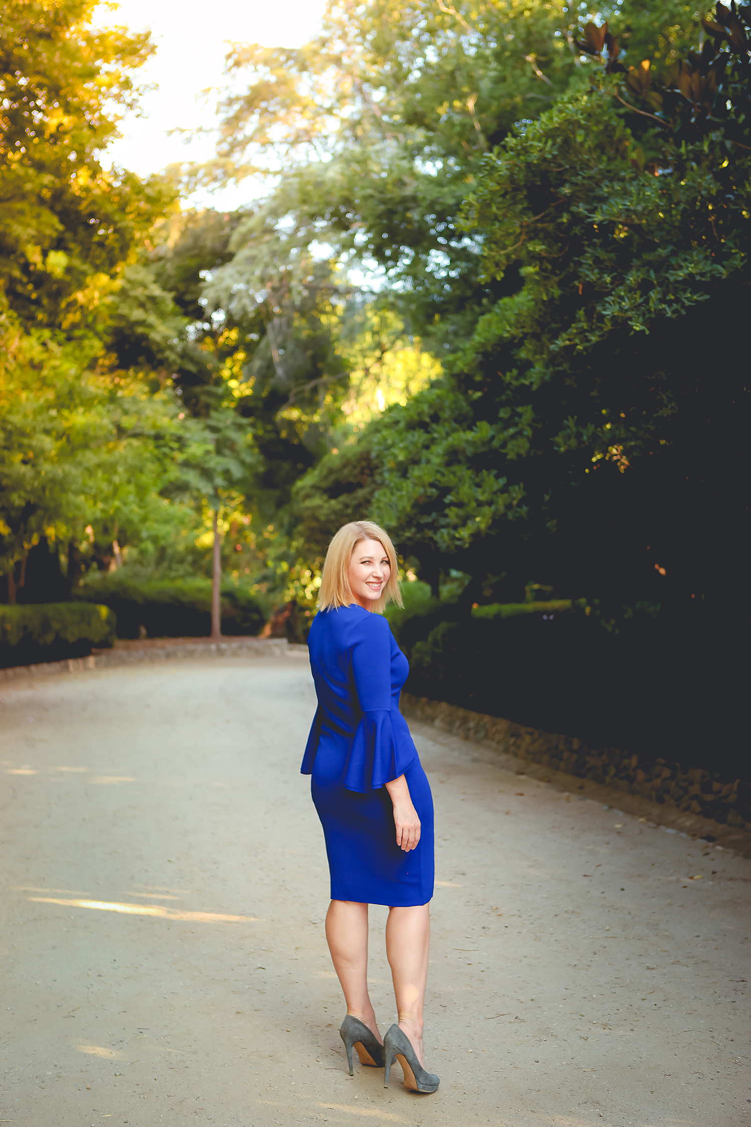 Trunk Club Review August 2017: check out these fall outfits staples......a blue sheath dress, peep toe booties, t shirt dress and a great graphic sweater!
