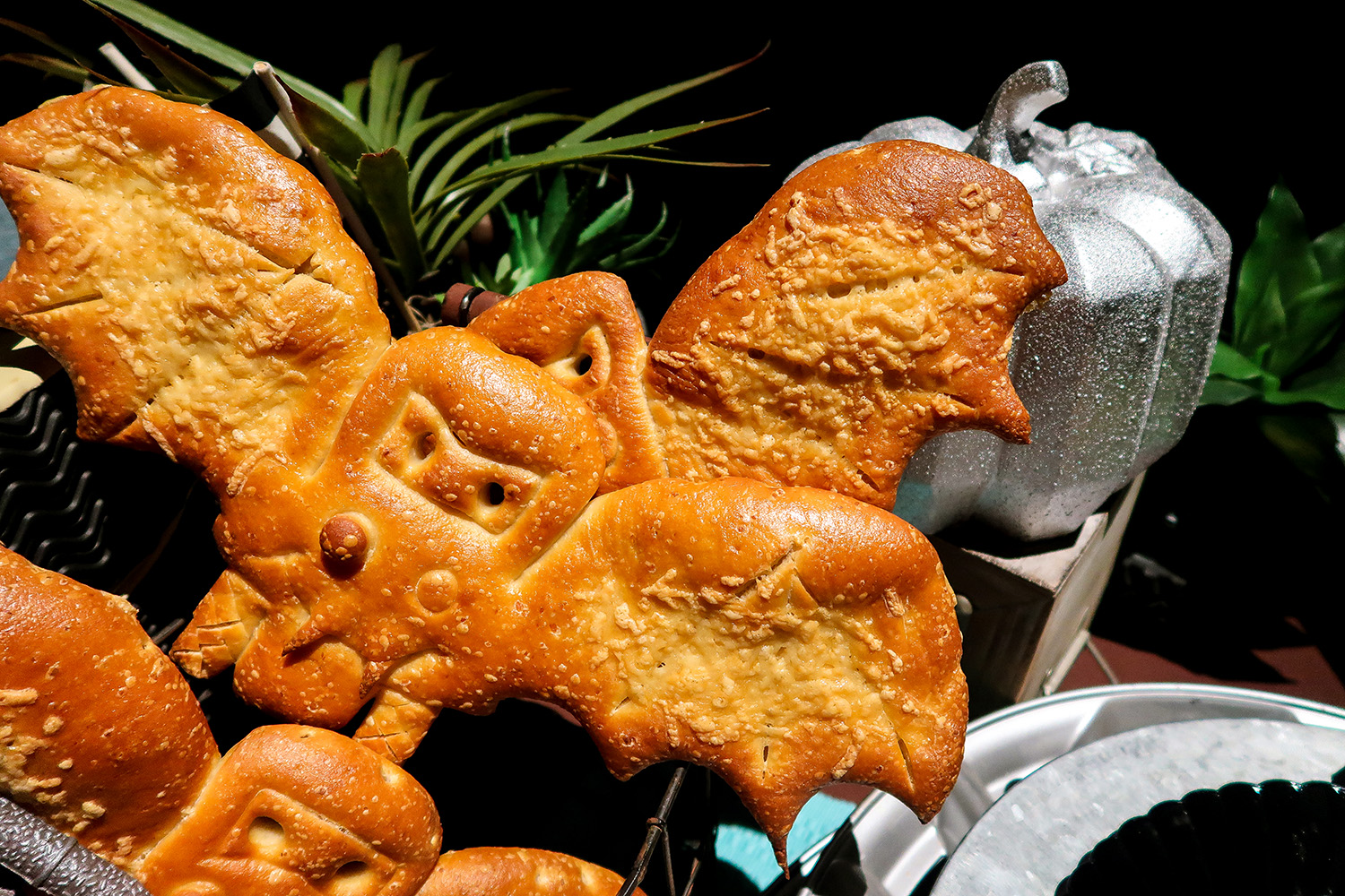 This Bat Bread is a MUST eat at Disneyland's Halloween 2017!
