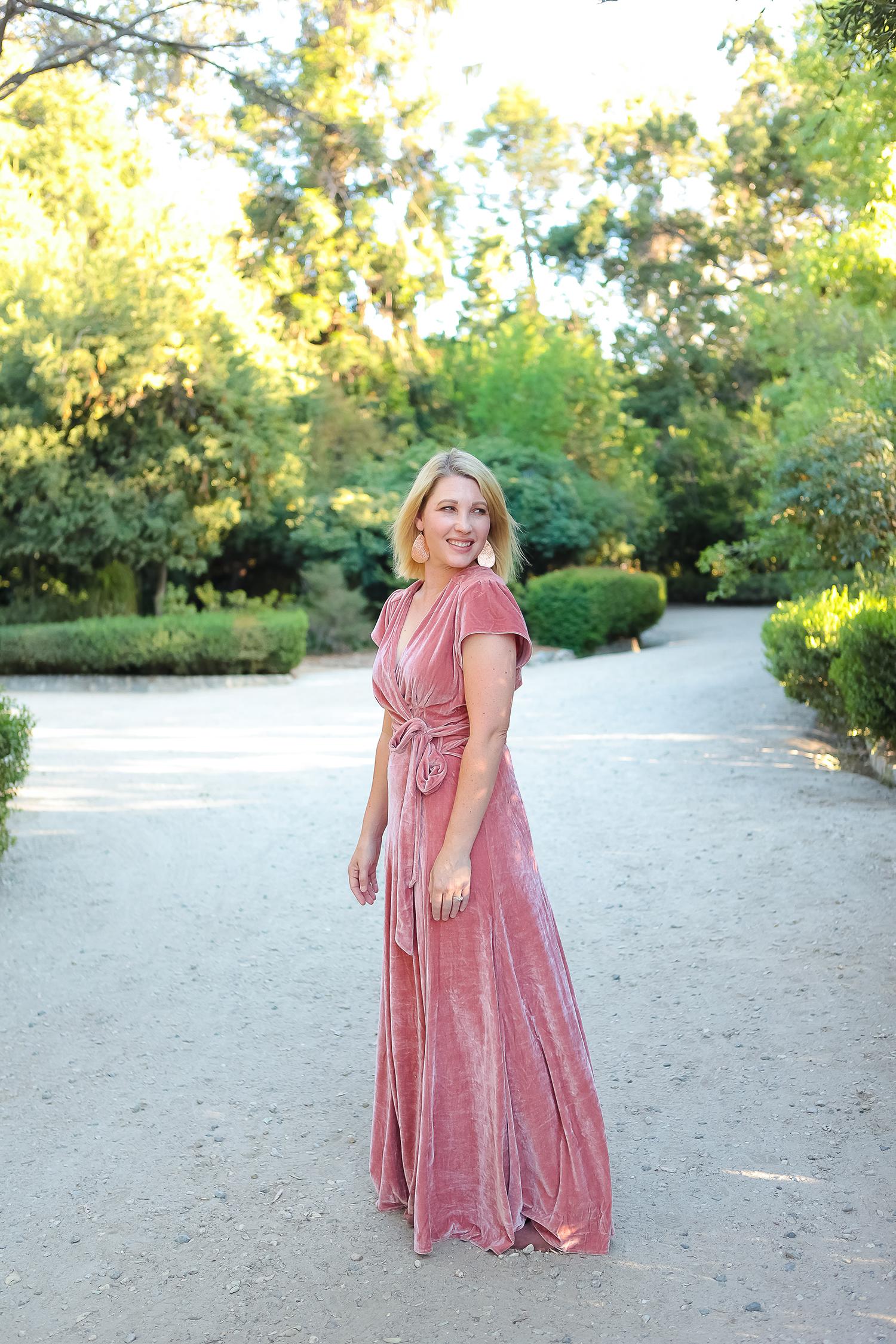 Holiday Dresses 2017: I love this pink velvet maxi dress!