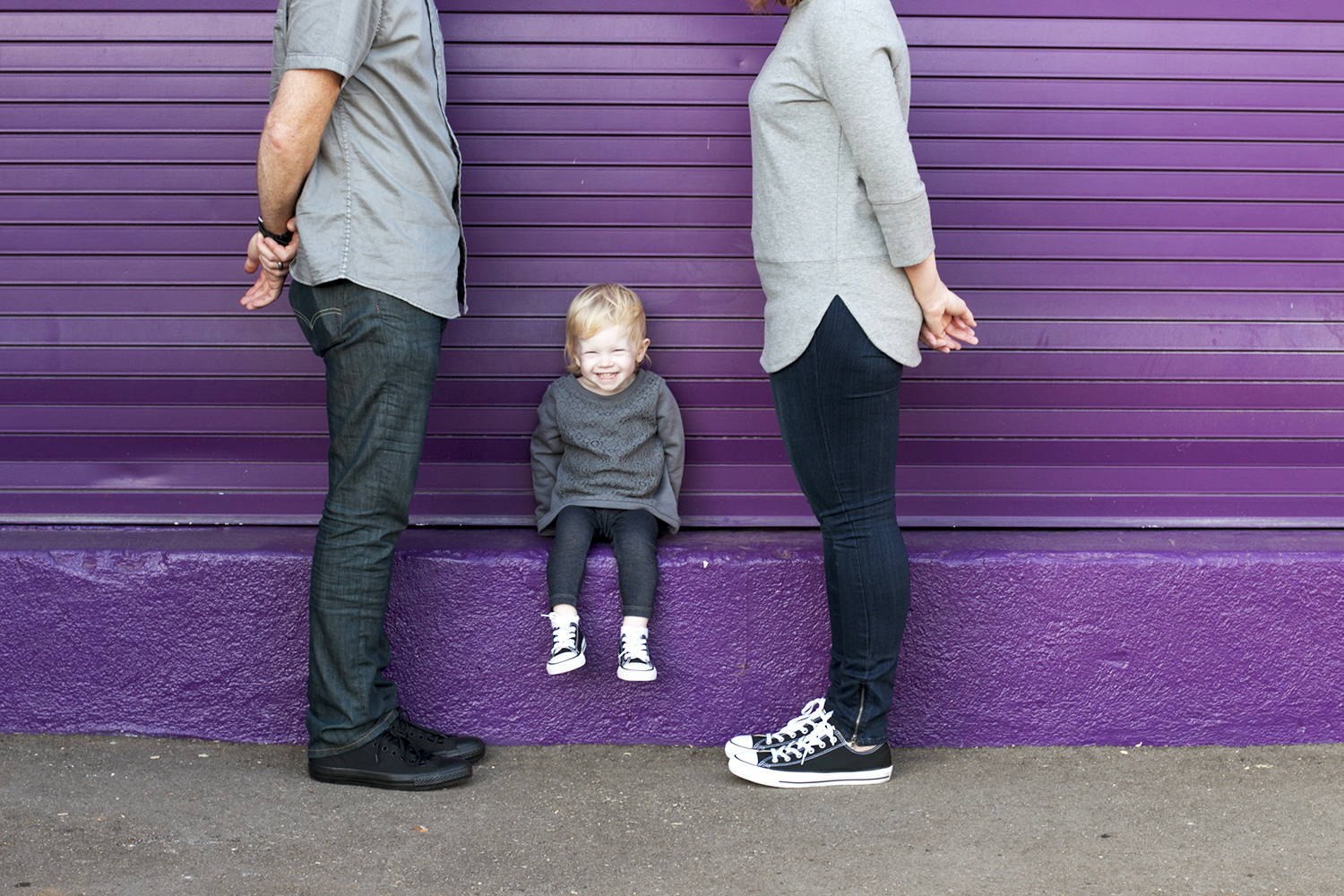 These casual sneakers are PERFECT for family photos outfits! What a great way to show what your family ACTUALLY wears!