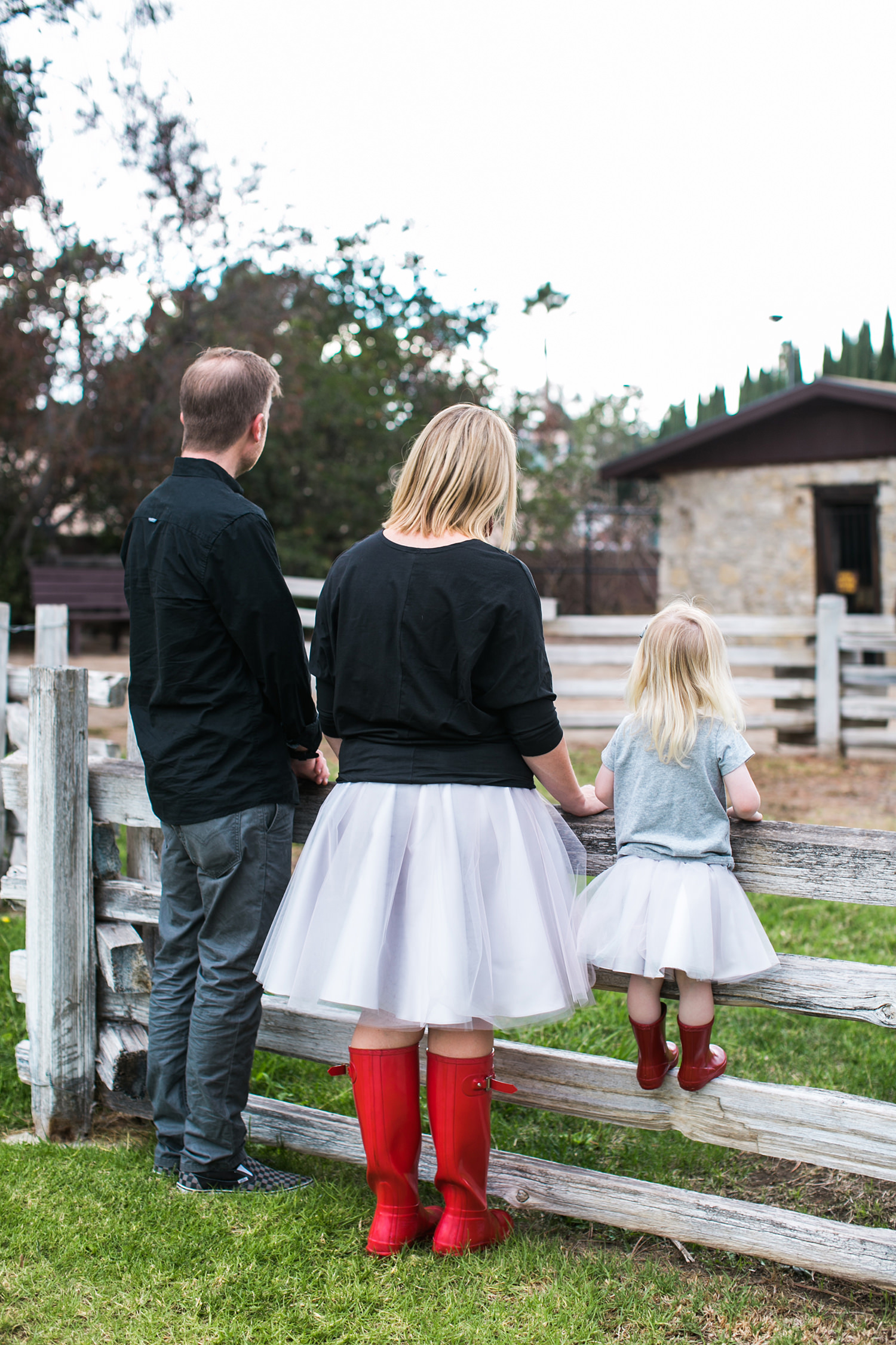 Want to know what to wear in family photos? These red hunter boots are PERFECT!
