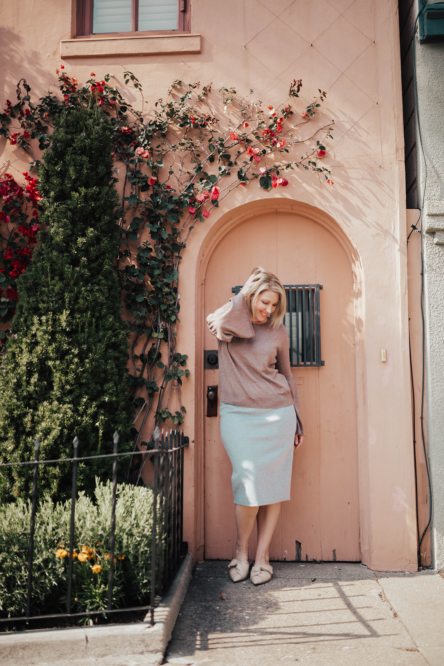 Looking for a great grey pencil skirt? This one is PERFECT for a pear shaped body and fits like a dream!