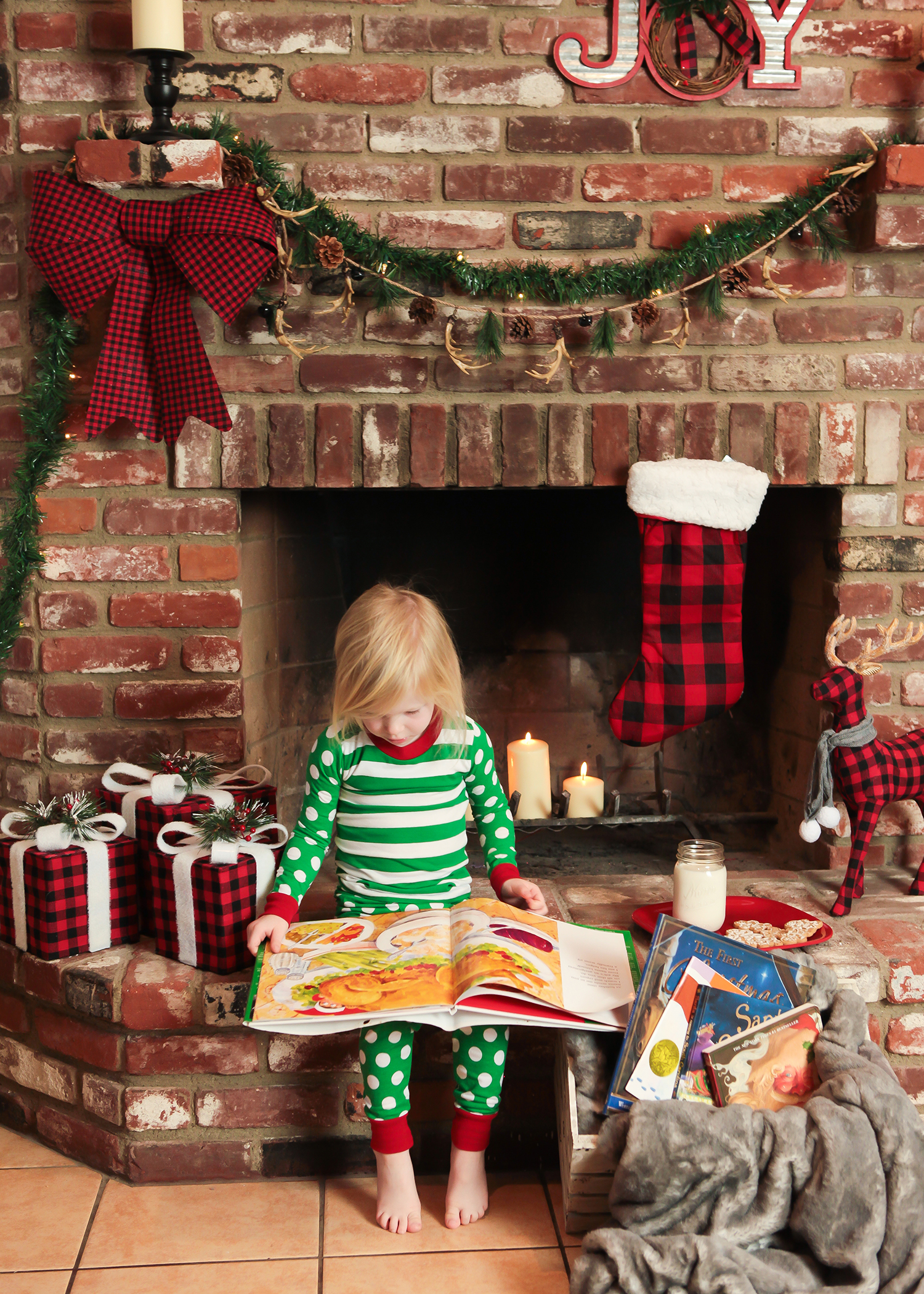 Staying home for the holidays?  This bright Christmas Fireplace is the perfect spot for reading Christmas stories and waiting for Santa.........