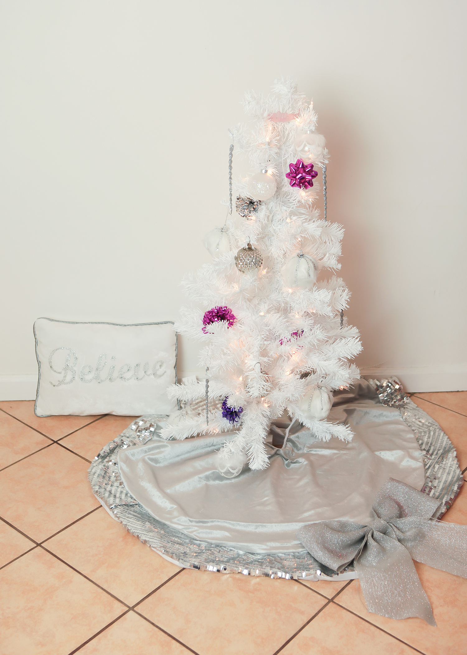 Looking for a great kids christmas tree? This Princess Kids Christmas tree is ADORABLE!