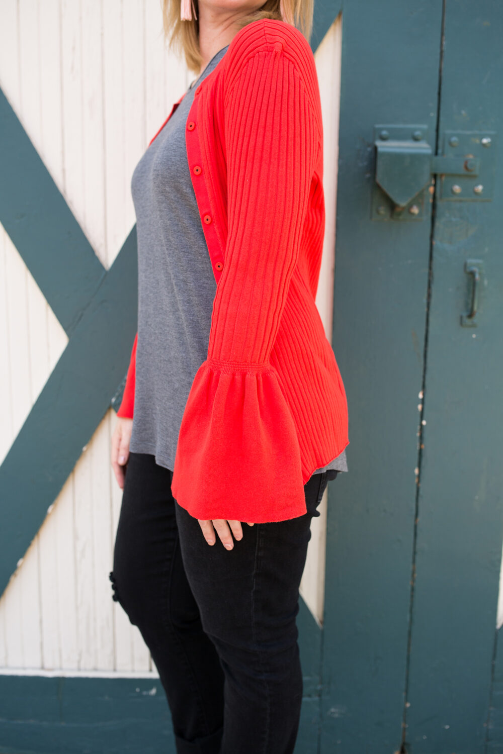 Spring Outfits Must Own Pieces: This red cardigan is super flattering on a pear shaped body!