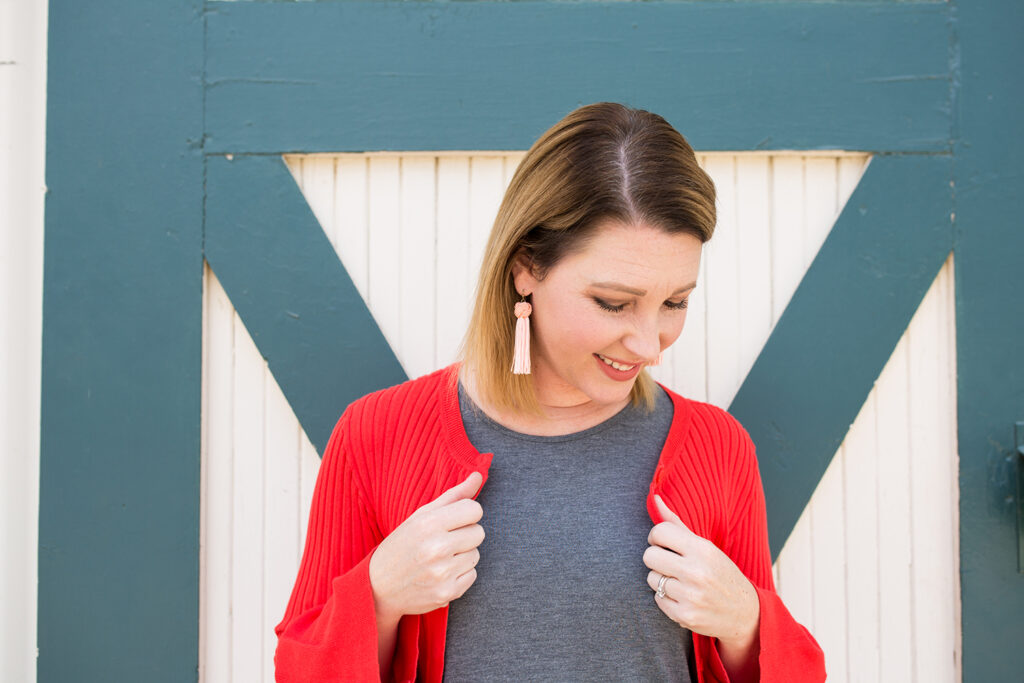 Looking for outfits that flatter a pear shaped body? This red cardigan is PERFECT!