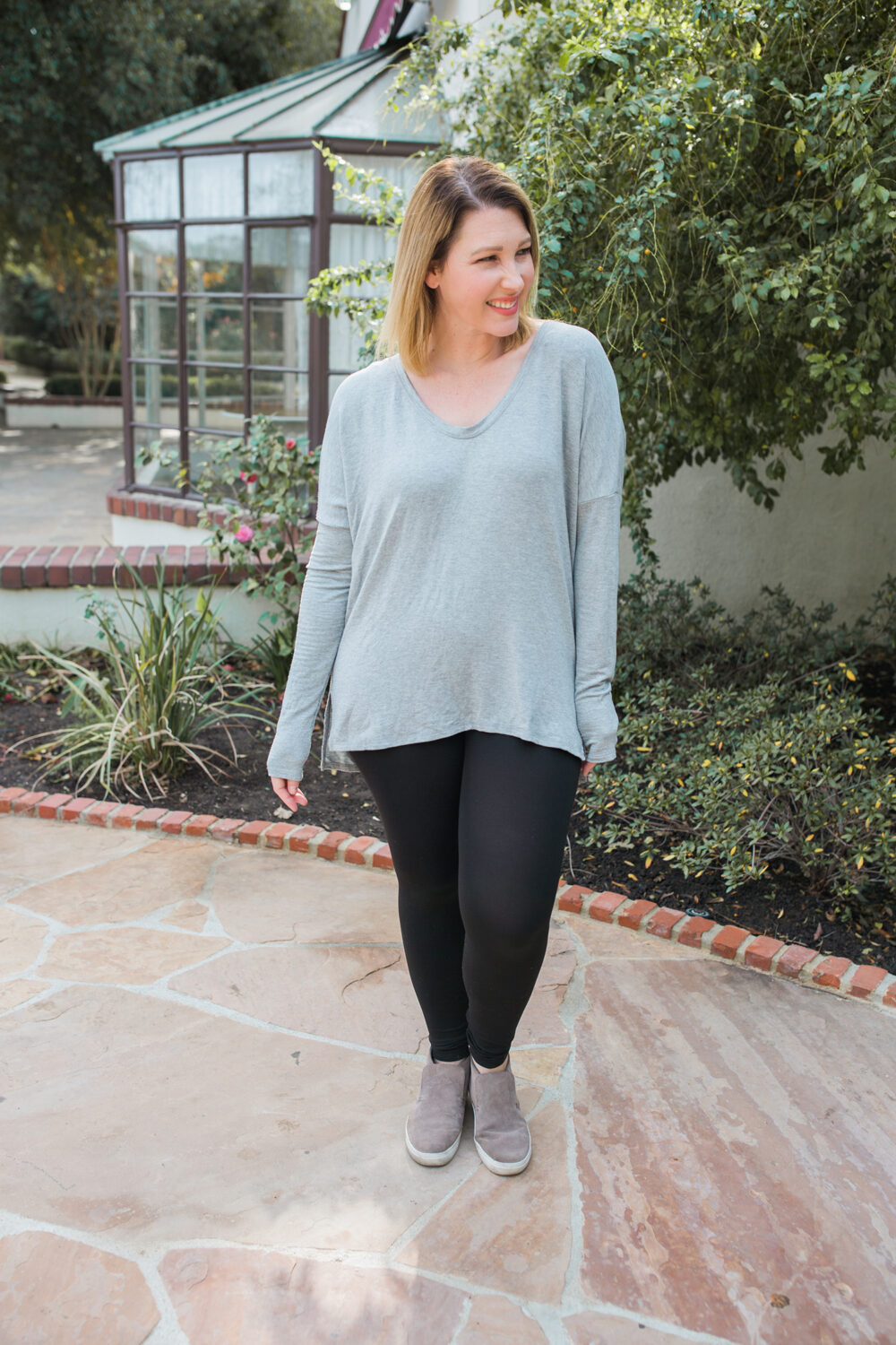Looking for the best black leggings for a pear shaped body?!? These SPANX leggings are an amazing fit!