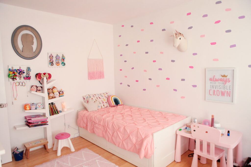 princess room makeover this princess themed bedroom is absolutely adorable - Princess Room