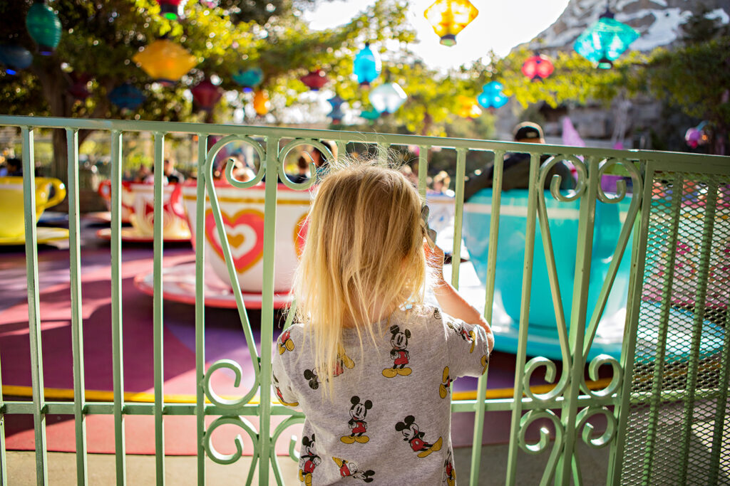 Want to know which Disneyland rides are best for toddlers and preschoolers? This is the ultimate guide to Disneyland rides!