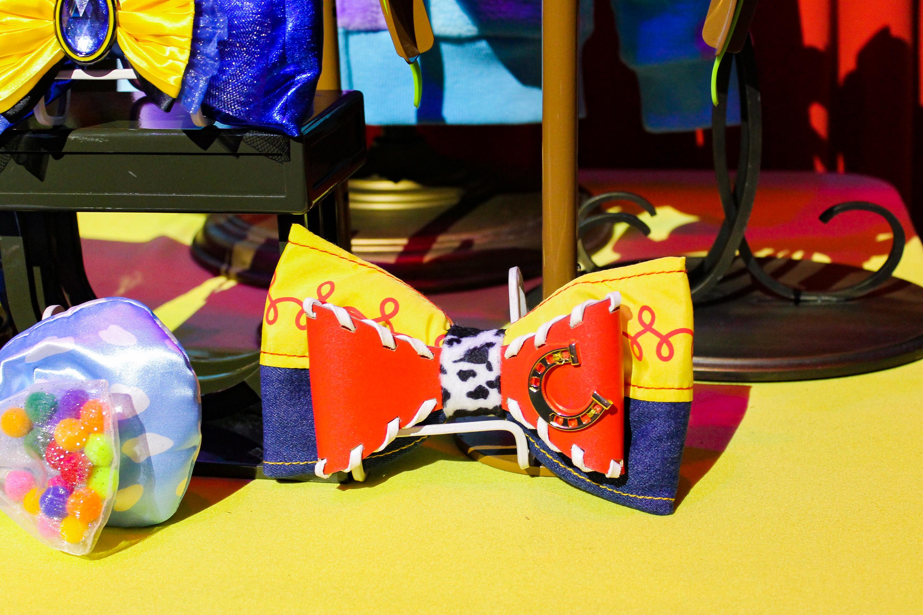 Disneyland Pixarfest: bows