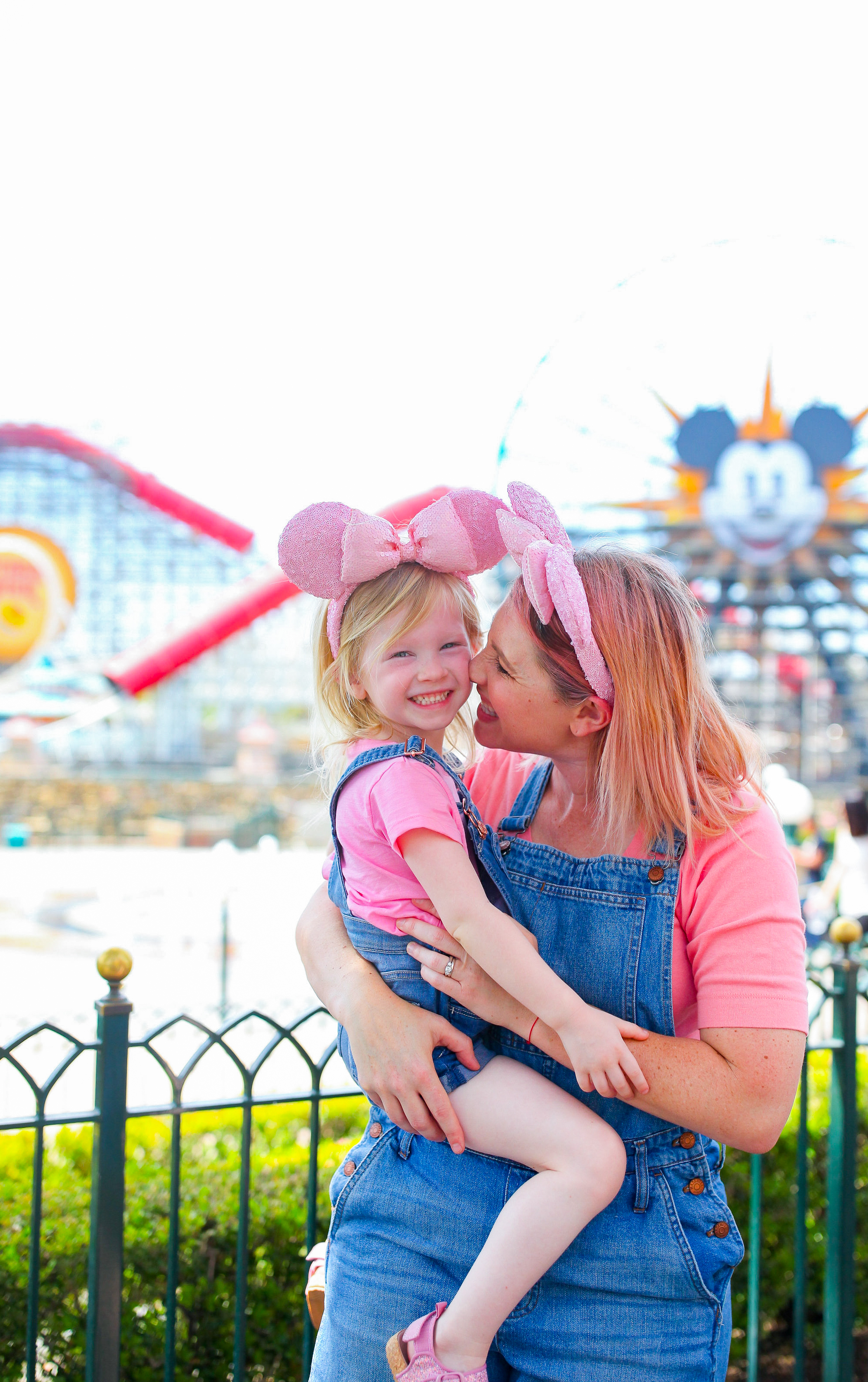 Looking for Disneyland outfits for hot summer days? This mommy and me outfit is PERFECT and look at those Millenial Pink ears!