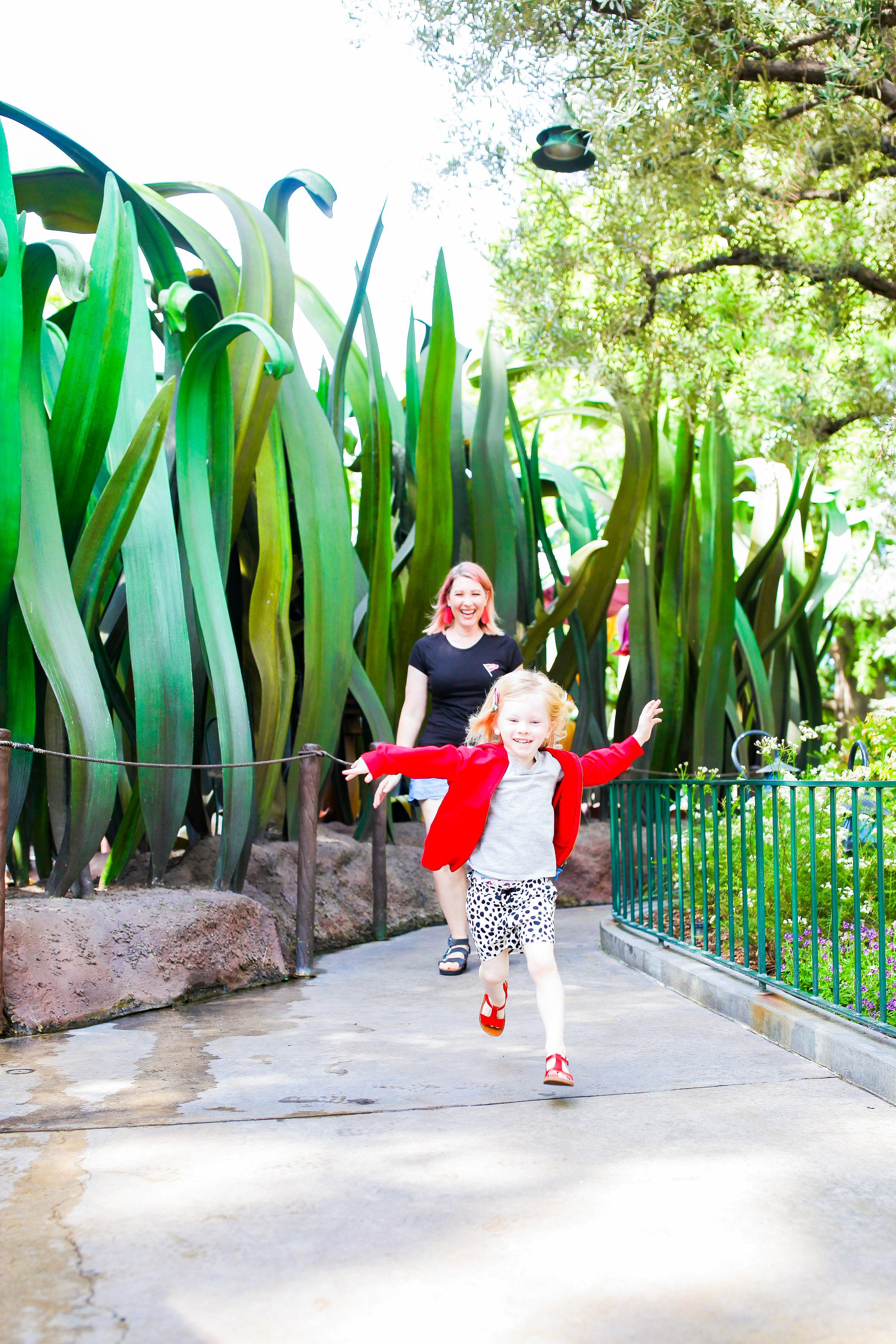 Disneyland Secrets: These 13 spots inside Disneyland are perfect for escaping the heat on hot days!