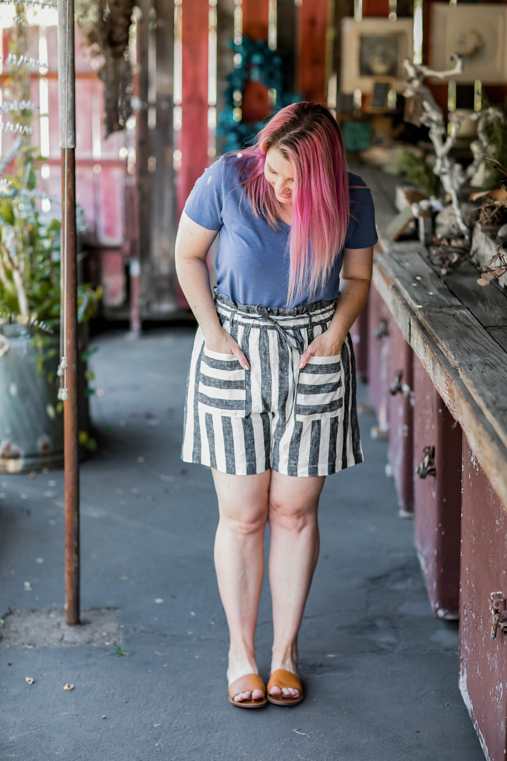 Looking for the best shorts for a pear shaped body? These paper bag shorts are a BARGAIN and super flattering!