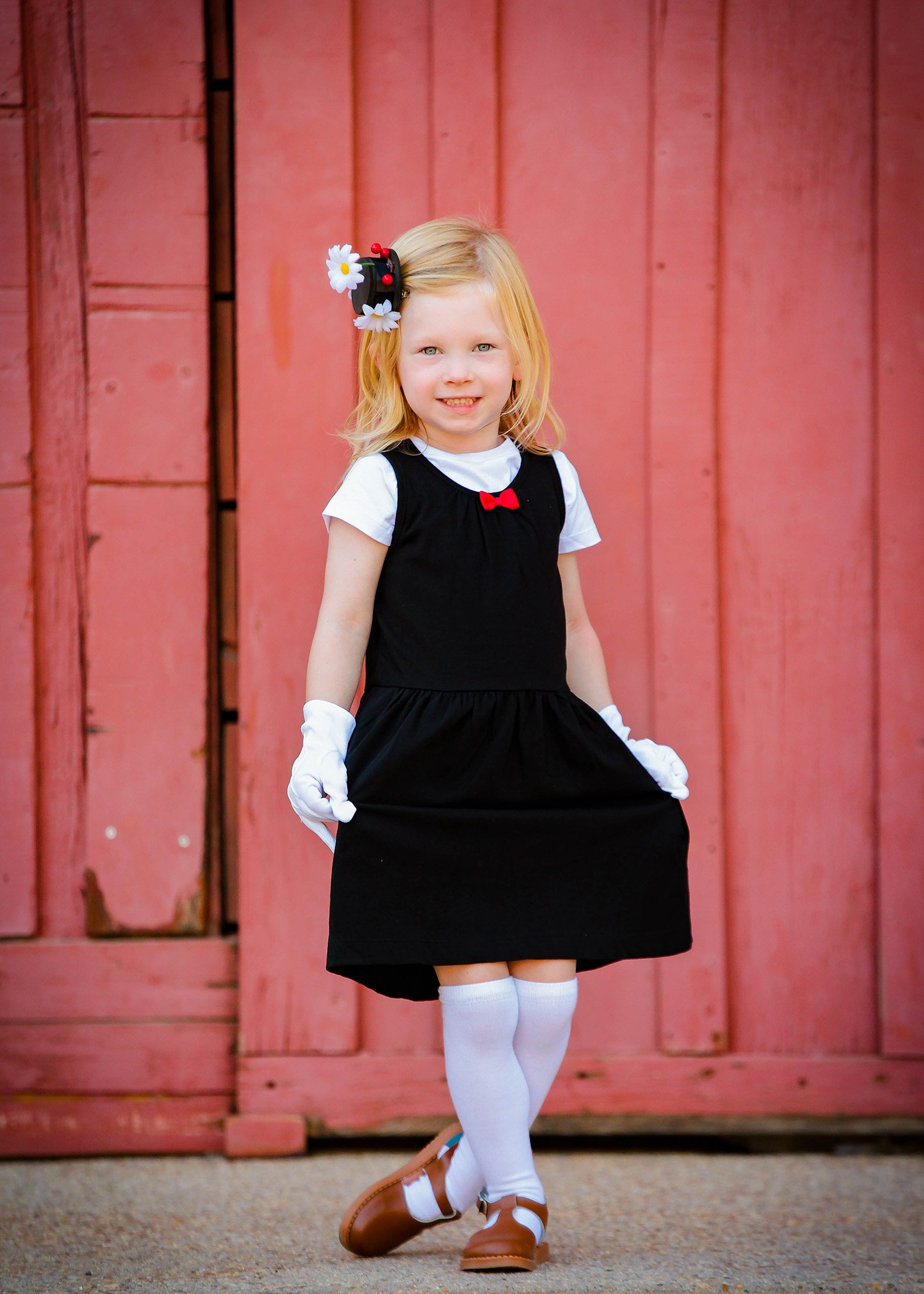 Looking for simple family halloween costumes? This halloween costumes diy is PERFECT if you're on the hunt for disney halloween costumes, I LOVE mary poppins!