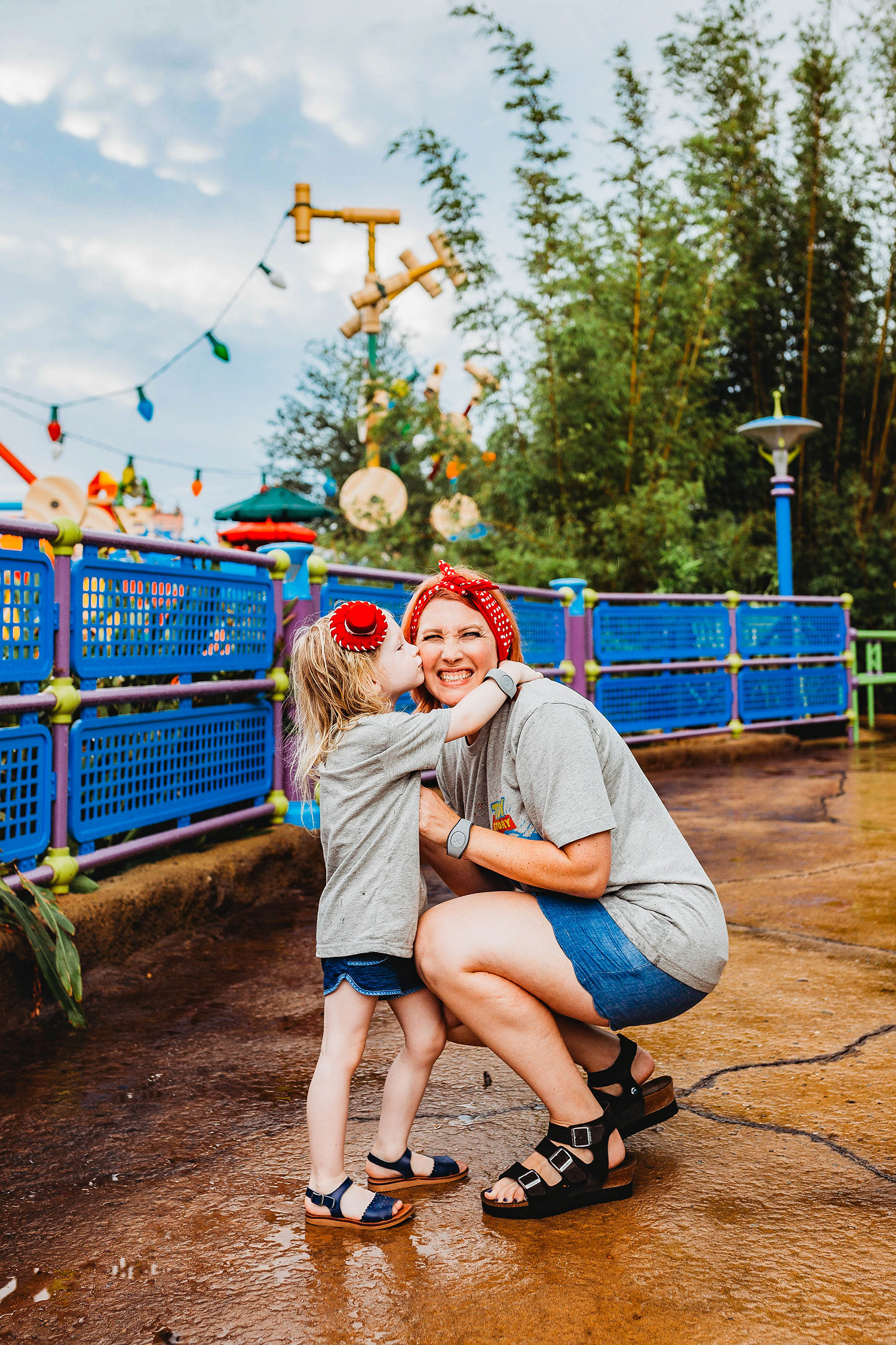 Looking for Easy Family Christmas Pictures Outfits ideas? I love the red and blue accents in this family outfit from Toy Story Land!