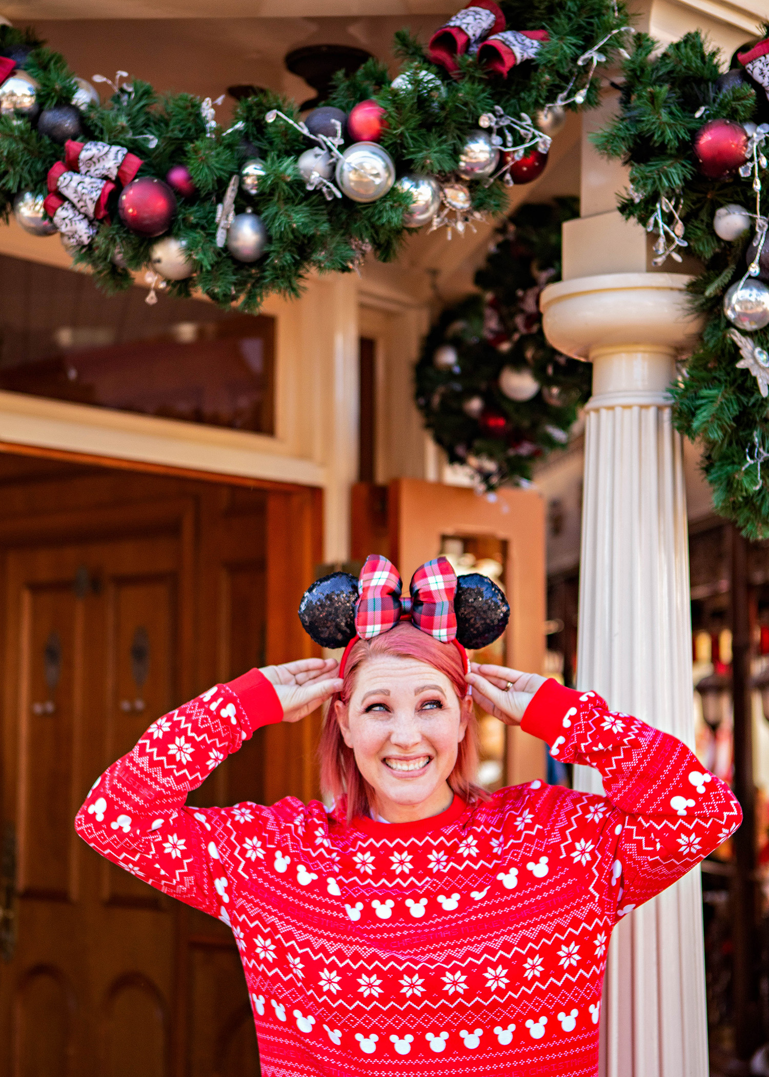 Gearing up for Disneyland Christmas? This is the ultimate guide to all entertainment, food and decor! A must read before your trip!