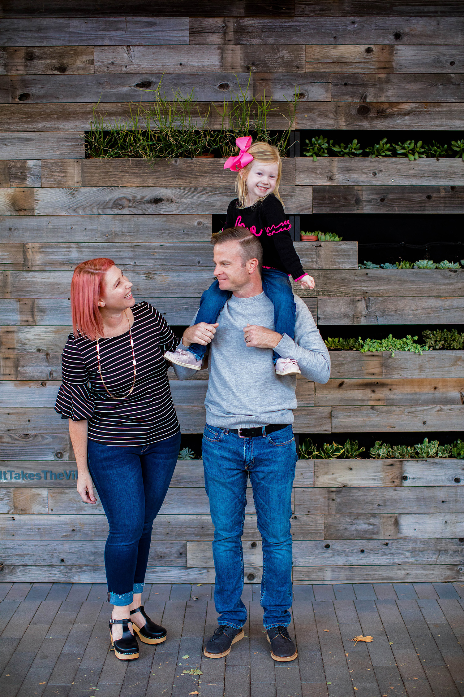 The Stitch Fix Review November 2018 is a special one......we're talking Family Christmas Picture Outfits!  All three of us worked with Stitch Fix to style us for our family holiday photos and had a ton of fun!