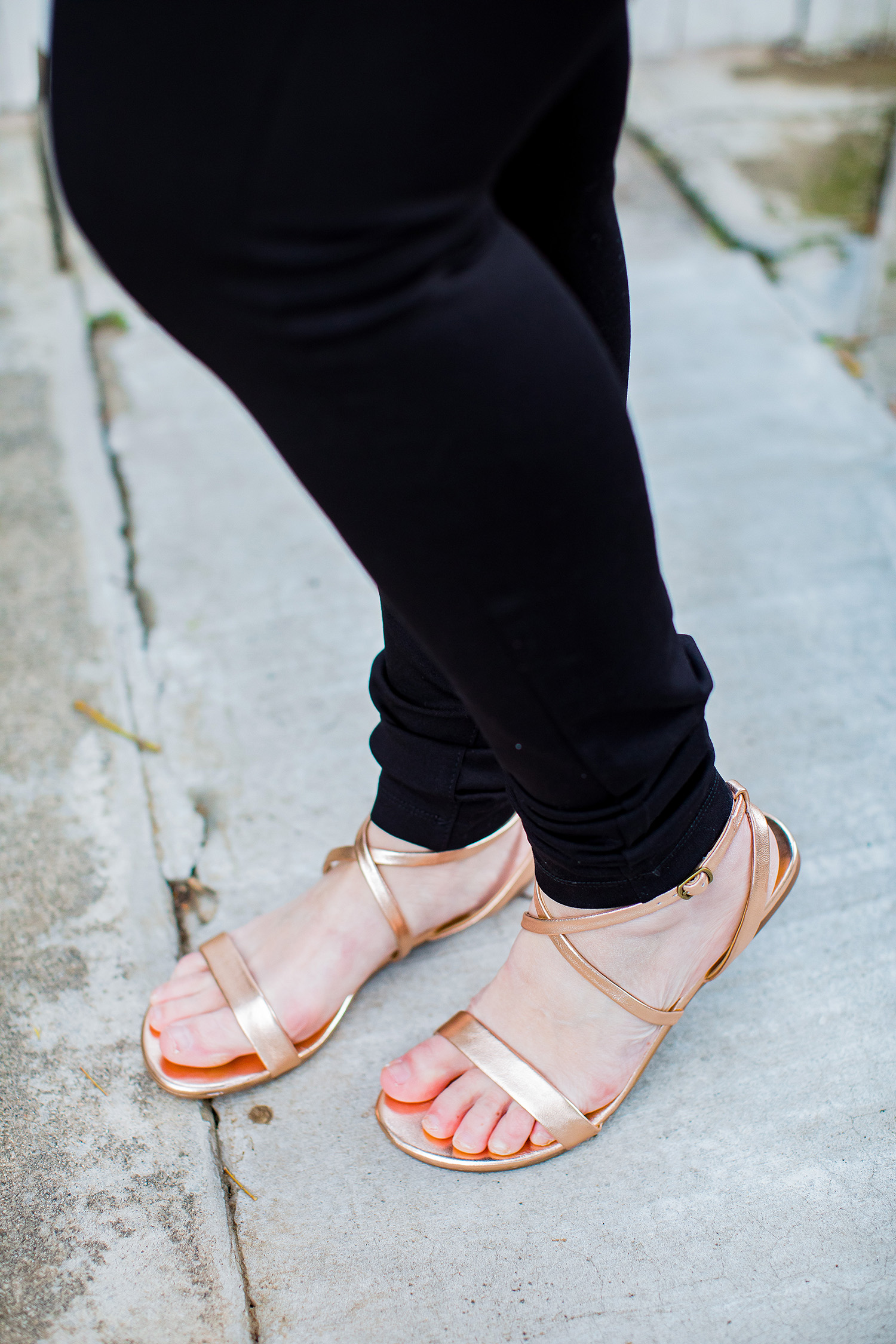 On the hunt for flat sandals? I love these Splendid Footwear Susannah Metallic Leather Sandals for spring! // Stitch Fix Review March 2019