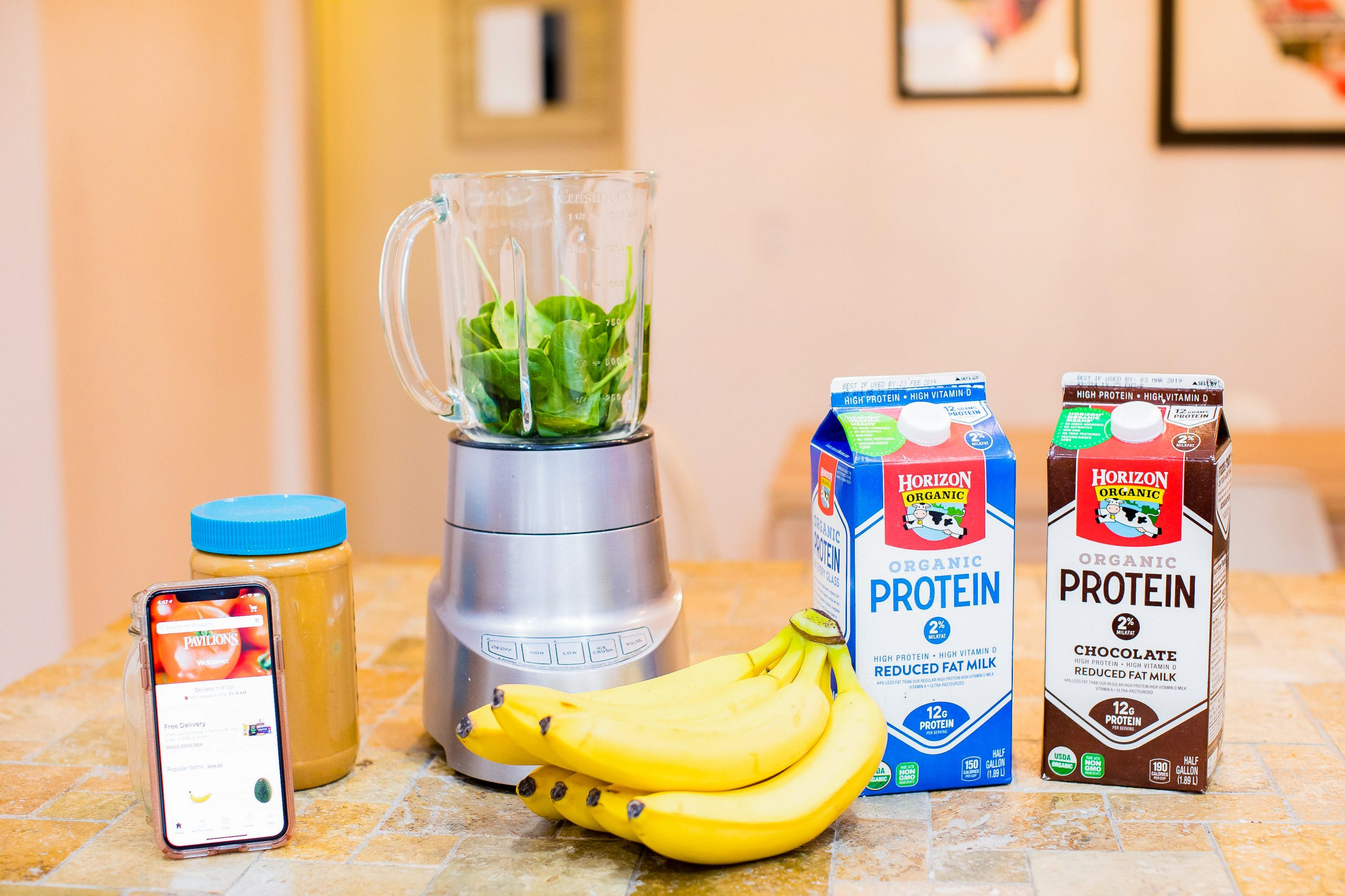 This easy breakfast smoothie recipe is DELISH!