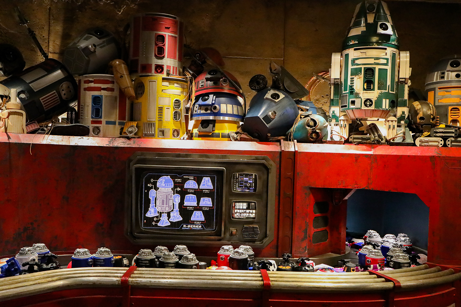 Want to get the details on the Droid Experience inside Star Wars Land? This has all the info!