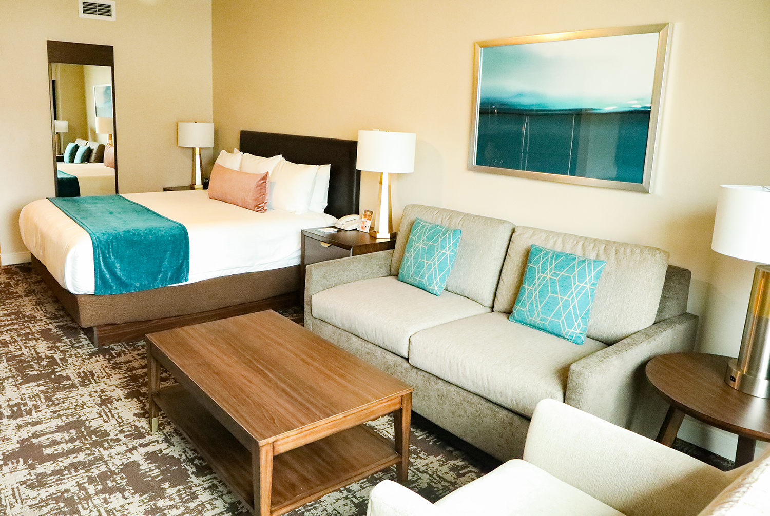 This full review of the Wyndham San Diego is a must read before booking!