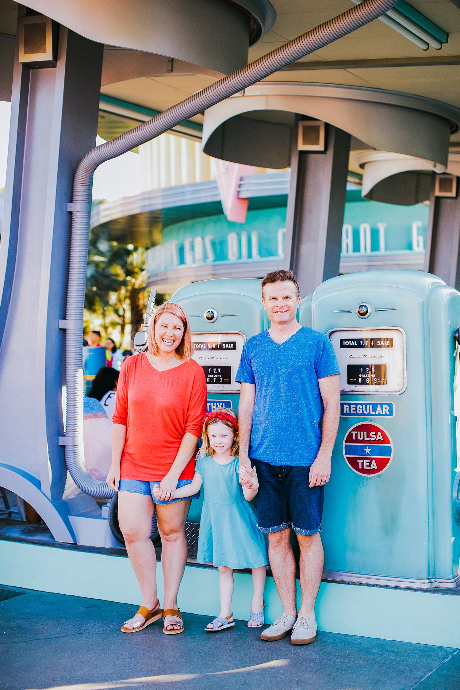 I love these red and blue family photo outfits! Perfect for a Disneyland photo shoot!