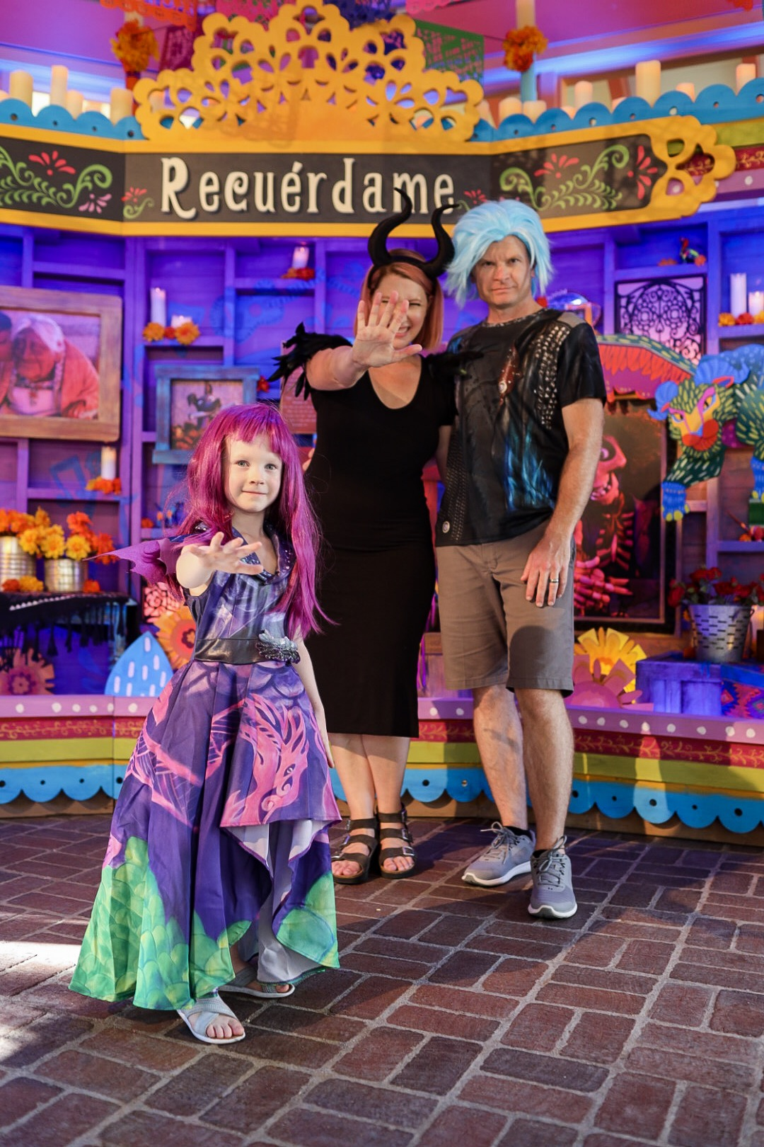 Searching for the perfect Family Halloween Costume? This Descendants family costume is AMAZING!