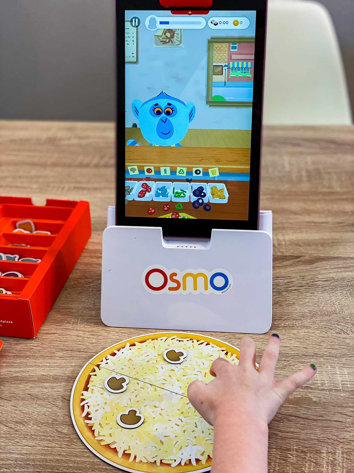 Looking for an Osmo review and guide? This review from an elementary school teacher will tell you how to use your Osmo and what ages each game is perfect for!