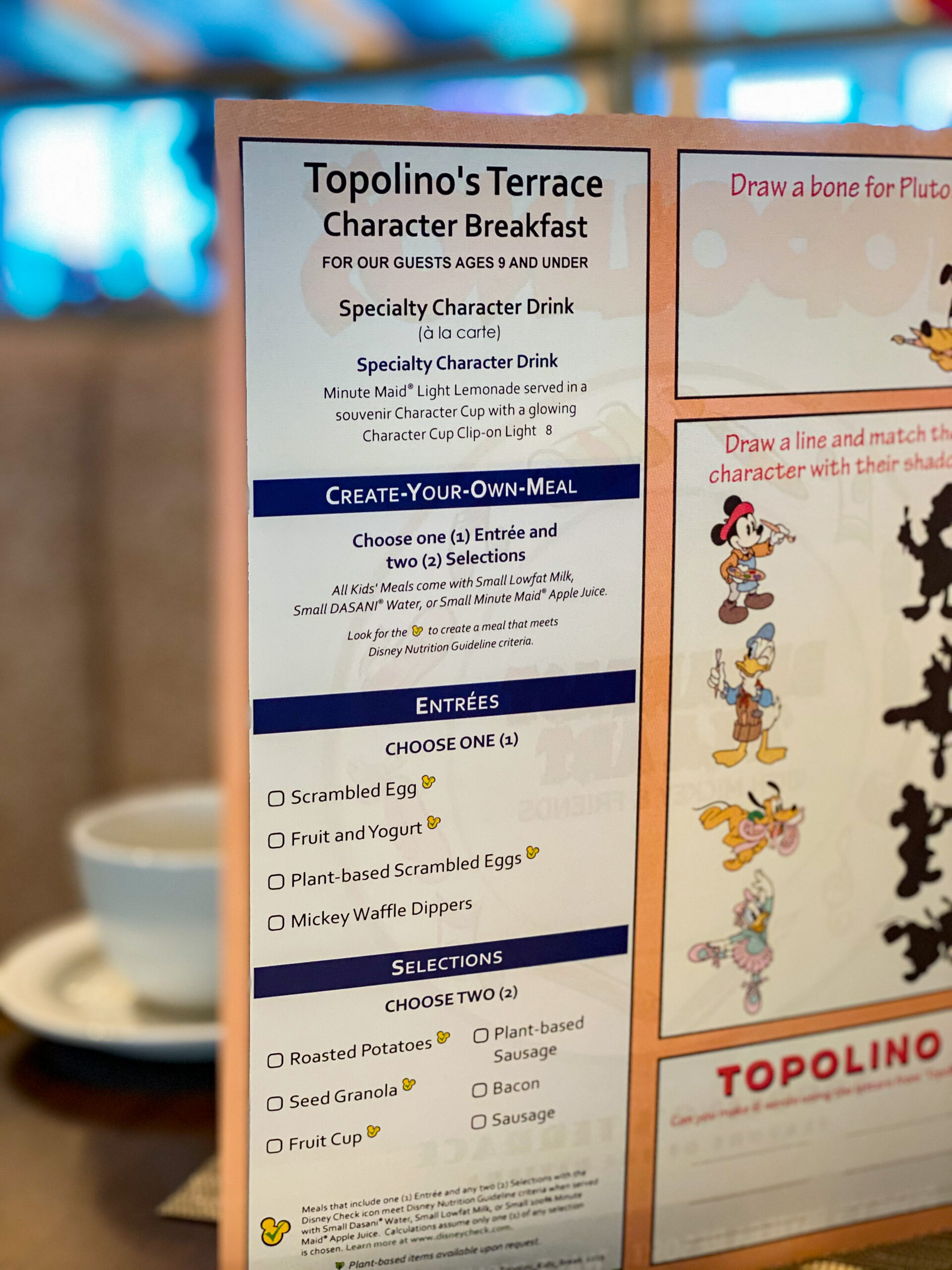 This review of the new Topolinos Terrace Character Breakfast rates the food, location+character interactions so that you can decide if it's worth booking!