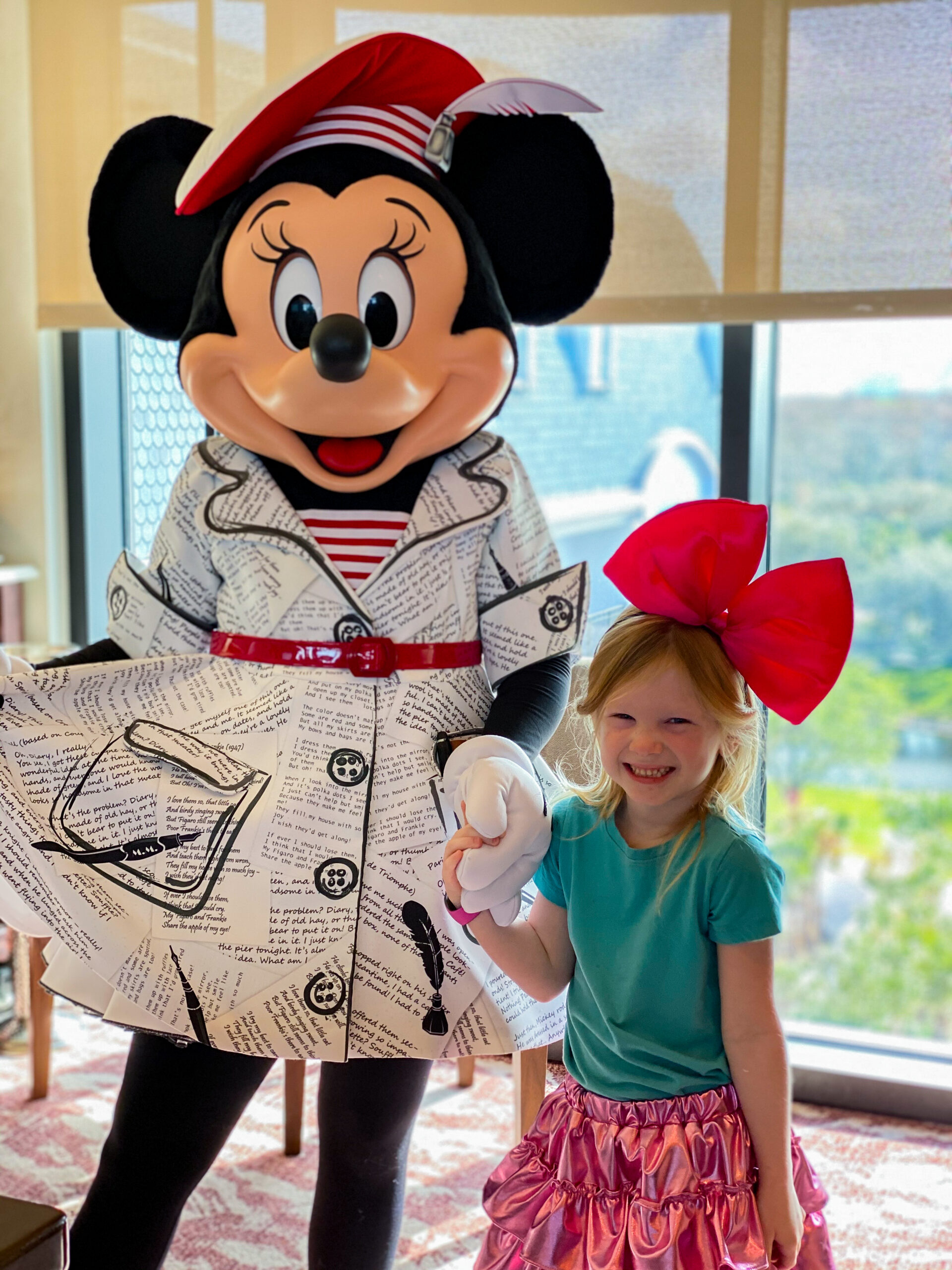 Minnie in her Topolino's Terrace outfit is ADORABLE!